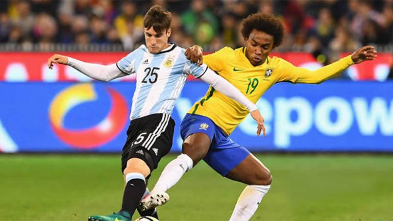 Su único partido con la camiseta de la Selección Mayor, frente a Brasil en Australia