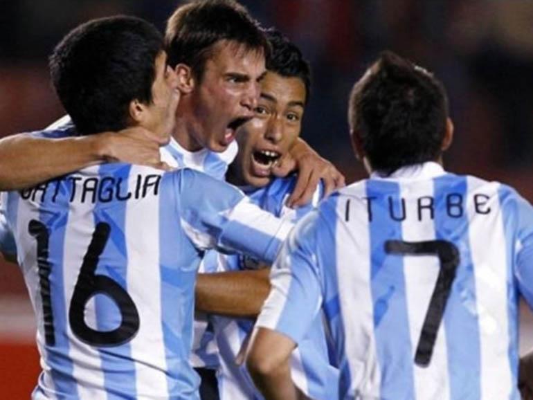 Gritando un gol junto a sus compañeros de la Sub 20