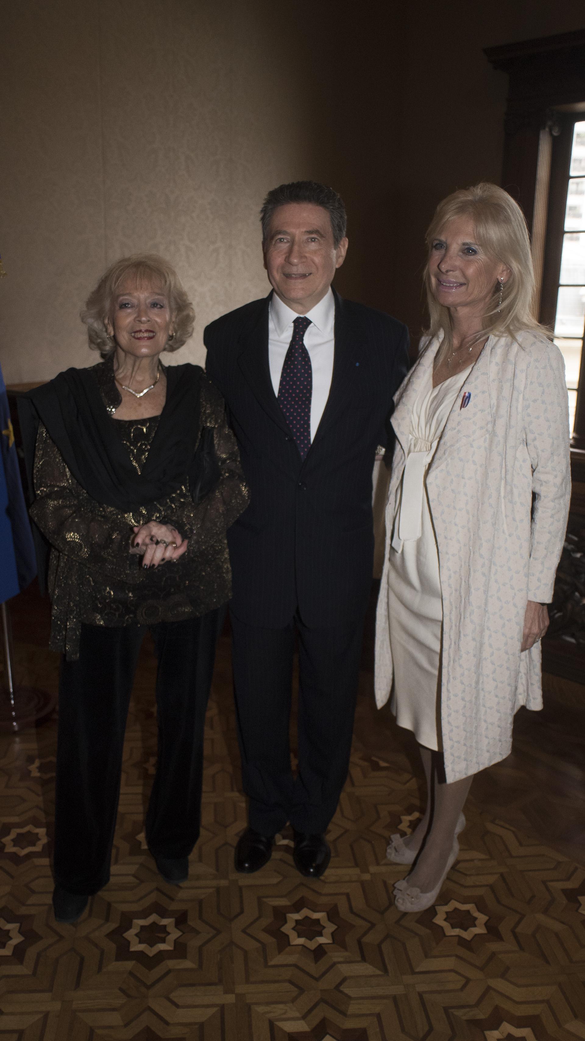 El embajador francés y su esposa reciben a Teresa Castaldo, embajadora de Italia en la Argentina