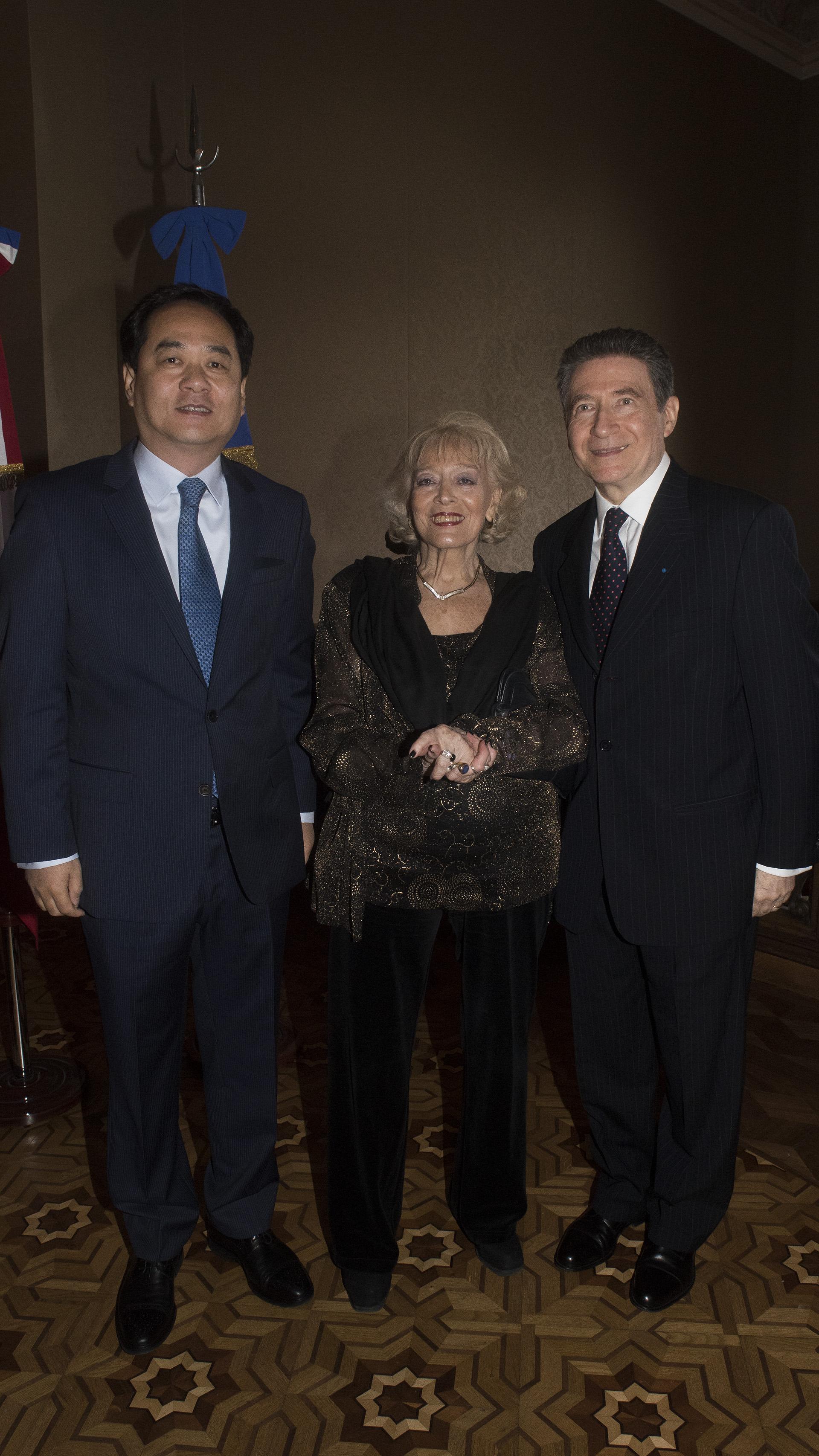 El embajador de la República Popular China, Yang Wanming