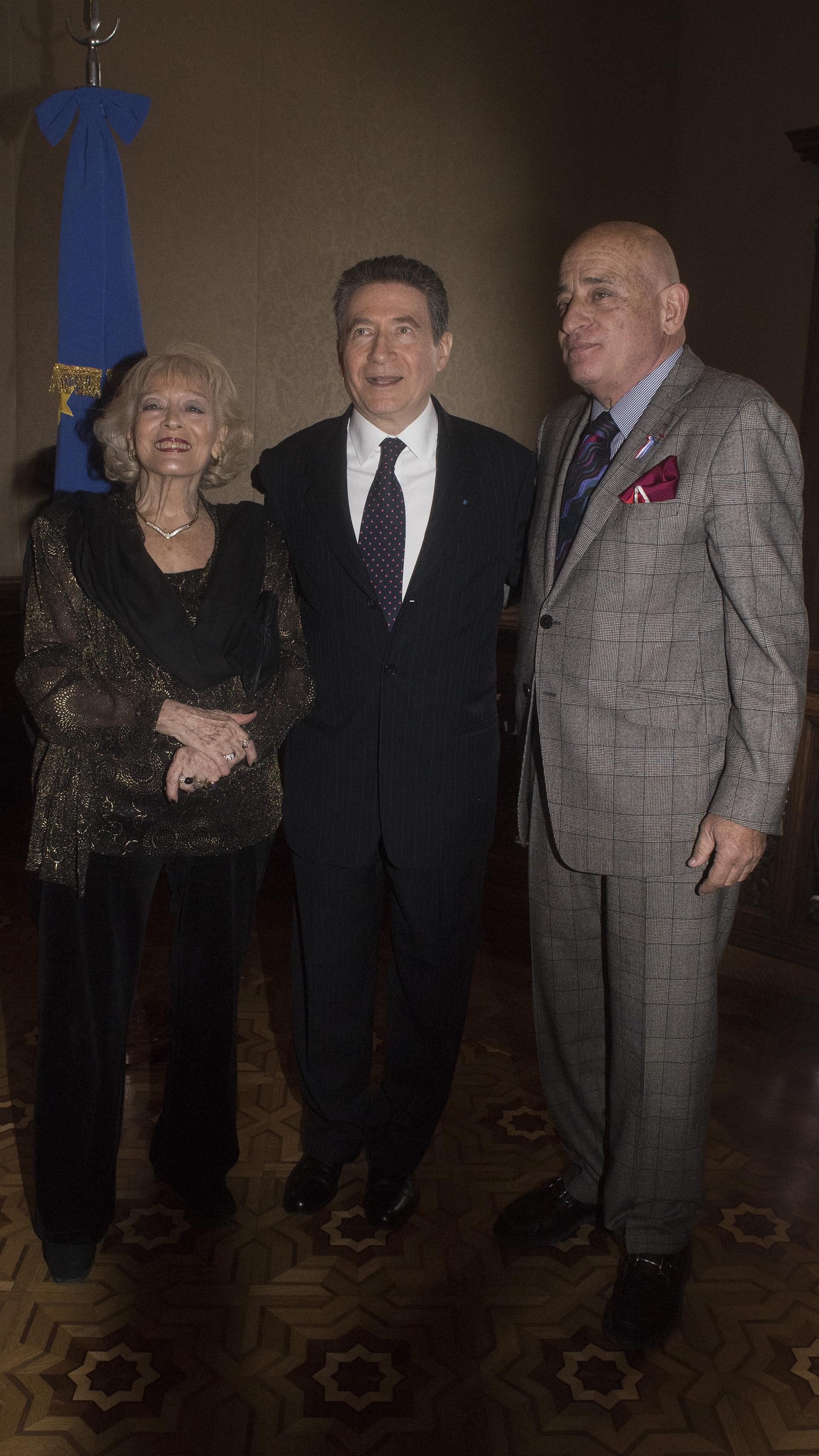 El embajador y su esposa reciben a Aníbal Jozami