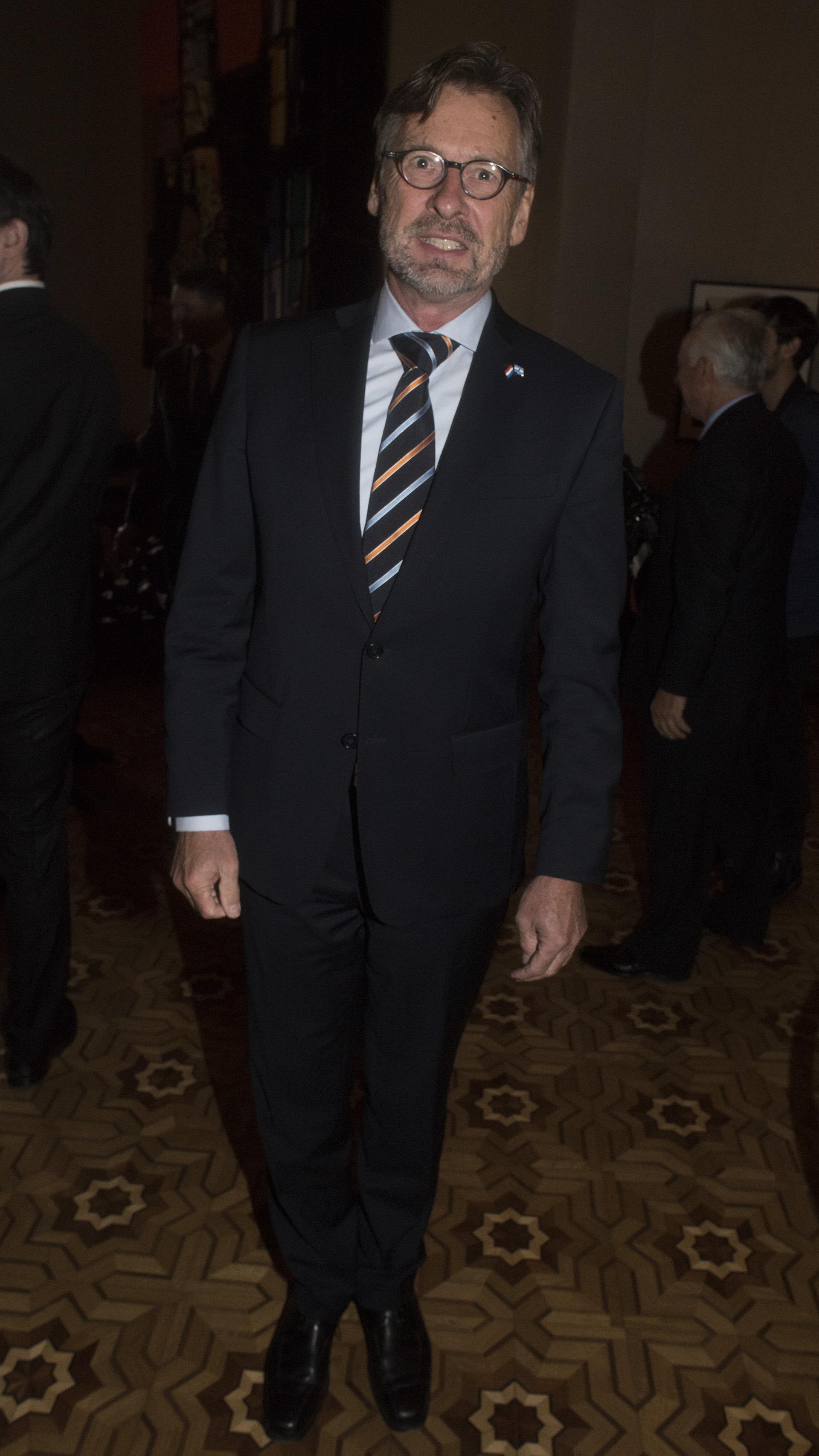 El embajador del Reino de los Países Bajos, Martin de la Beij