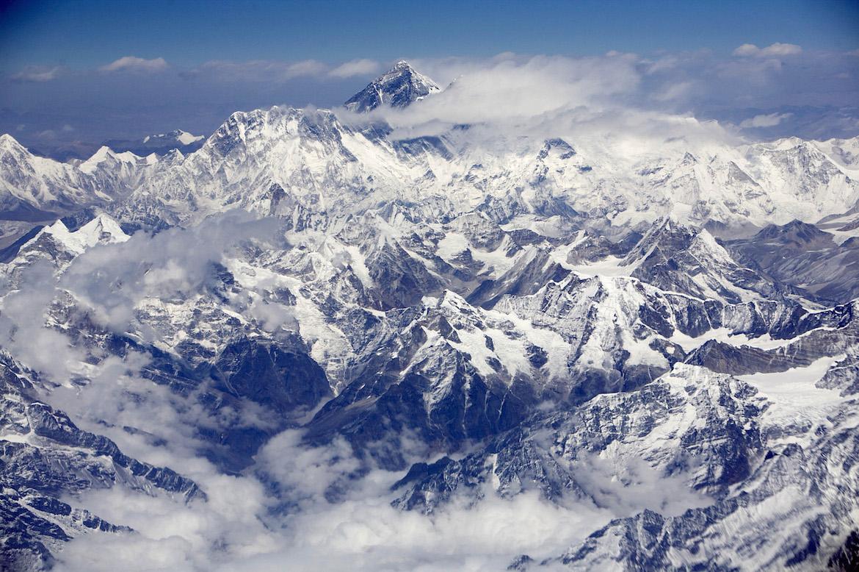 Vista aérea del Monte Everest, entre el Nepal y el Tibeet (Bloomberg/Adeel Halim)