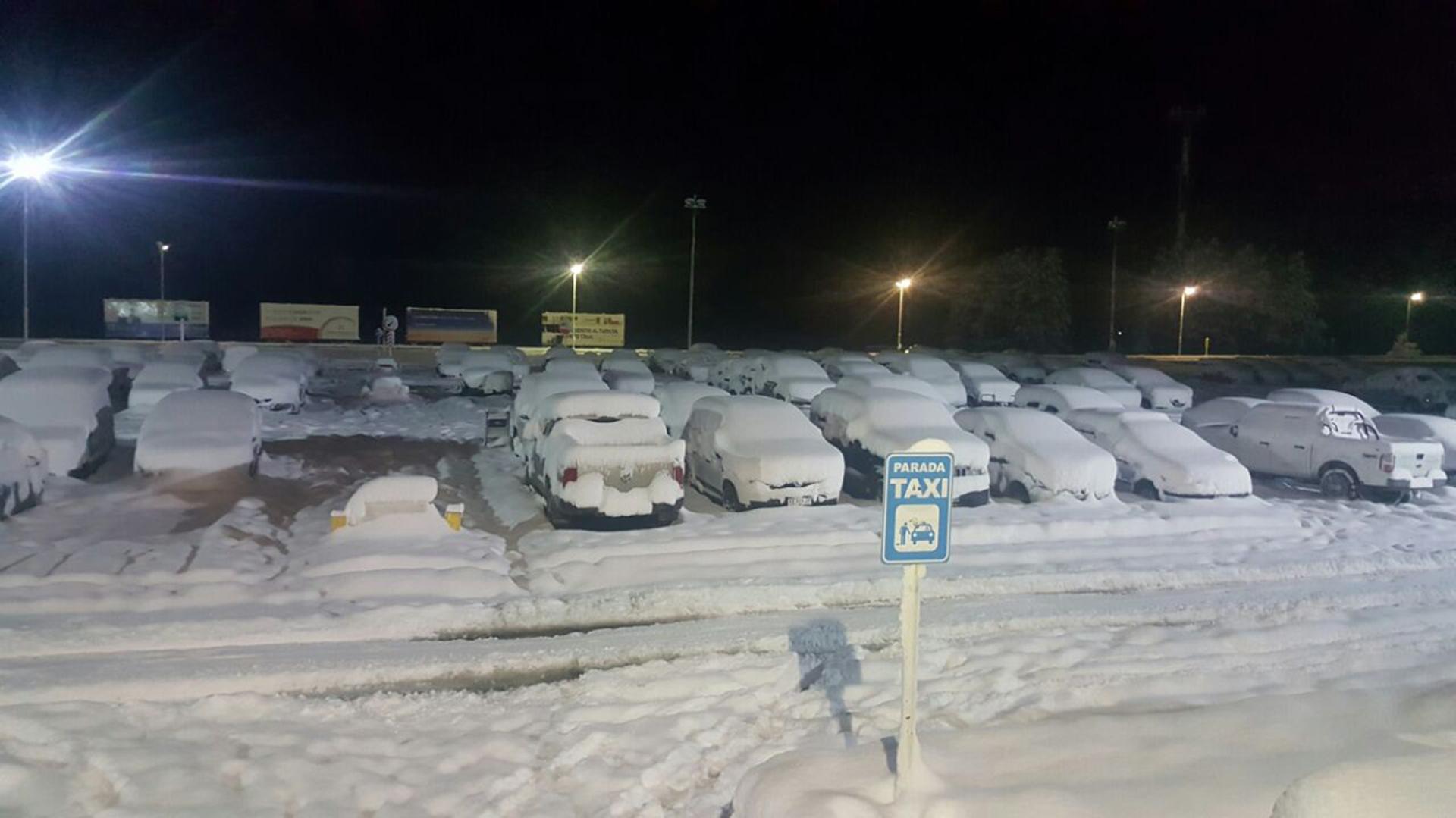 La Patagonia en emergencia climática por un temporal: vuelos cancelados, rutas cortadas y falta de servicios. La intensas nevadas afectan a cientos de miles de habitantes de ciudades de la zona cordillerana