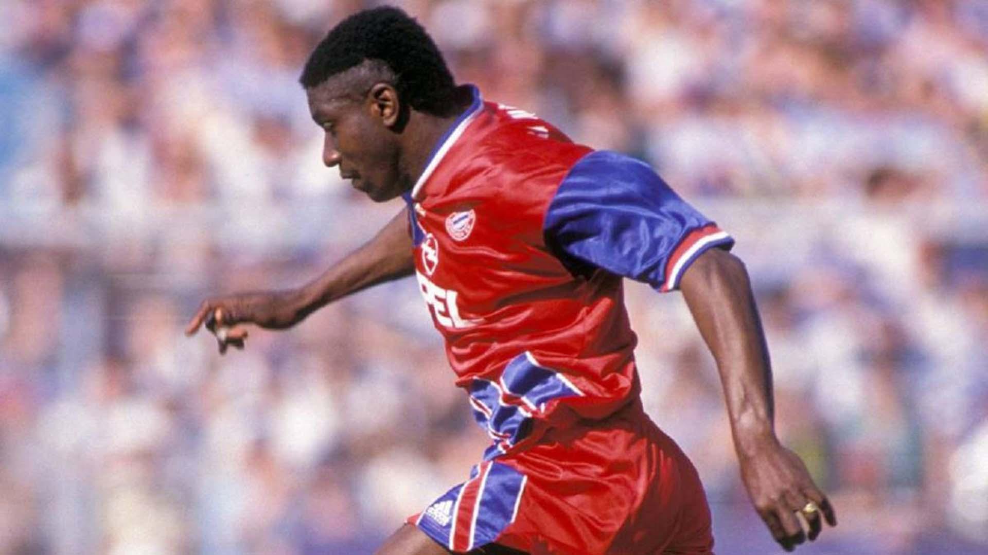 Adolfo 'Tren' Valencia ganó la Bundesliga con el Bayern Munich en la temporada 1993/1994