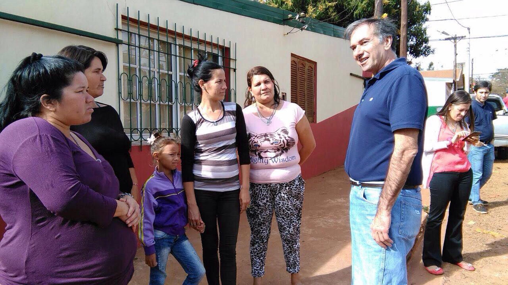 Los precandidatos misioneros a senador nacional, Humberto Schiavoni, y a diputada nacional, Gabriela Szyszko, participaron hoy del timbreo nacional del Frente Cambiemos en la ciudad de Posadas