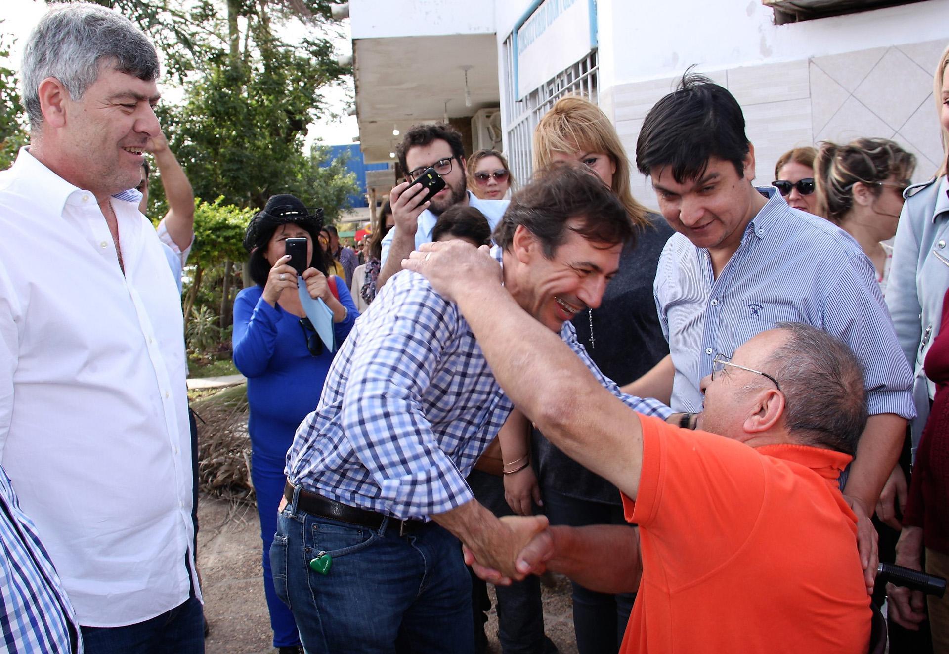 El precandidato a senador por Cambiemos, Luis Naidenoff, junto al ministro de Agroindustria Ricardo Buryaile recorrió el barrio Virgen del Pilar, en la ciudad de Formosa, en el marco del timbreo nacional que realizó el Frente