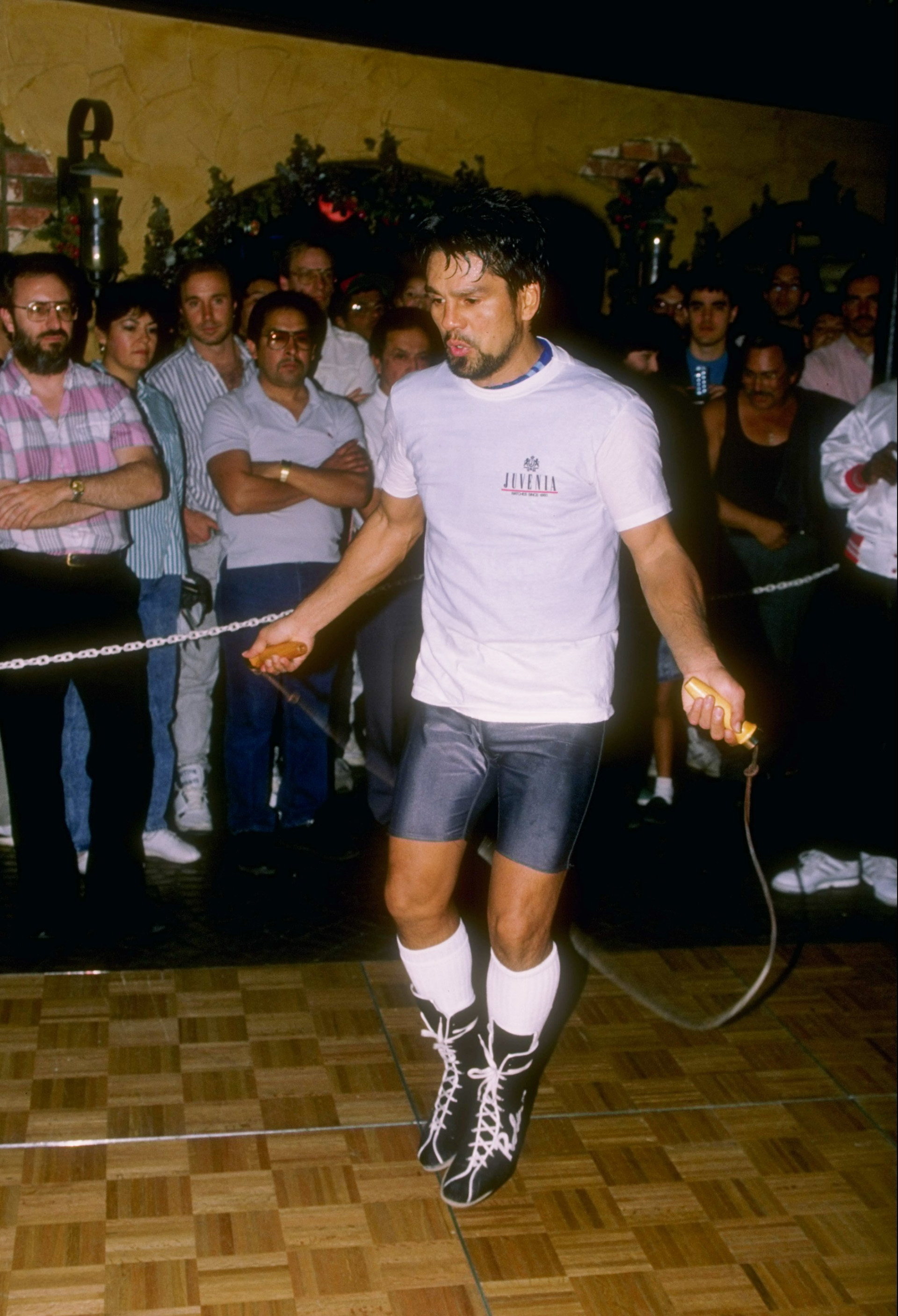 1989: Roberto Duran trains for an upcoming fight.