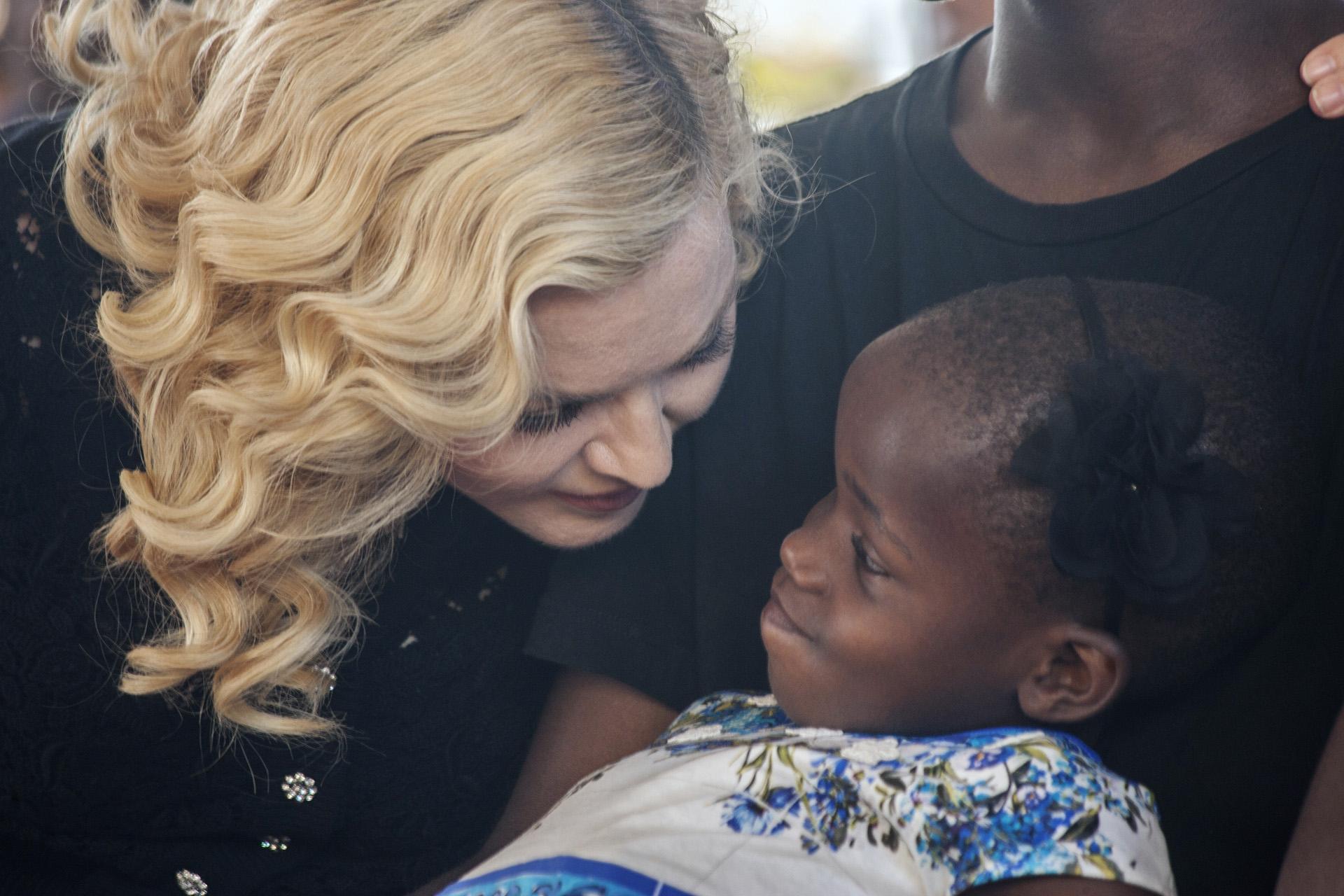 La mirada de amor de Madonna a una de sus hijas más pequeñas
