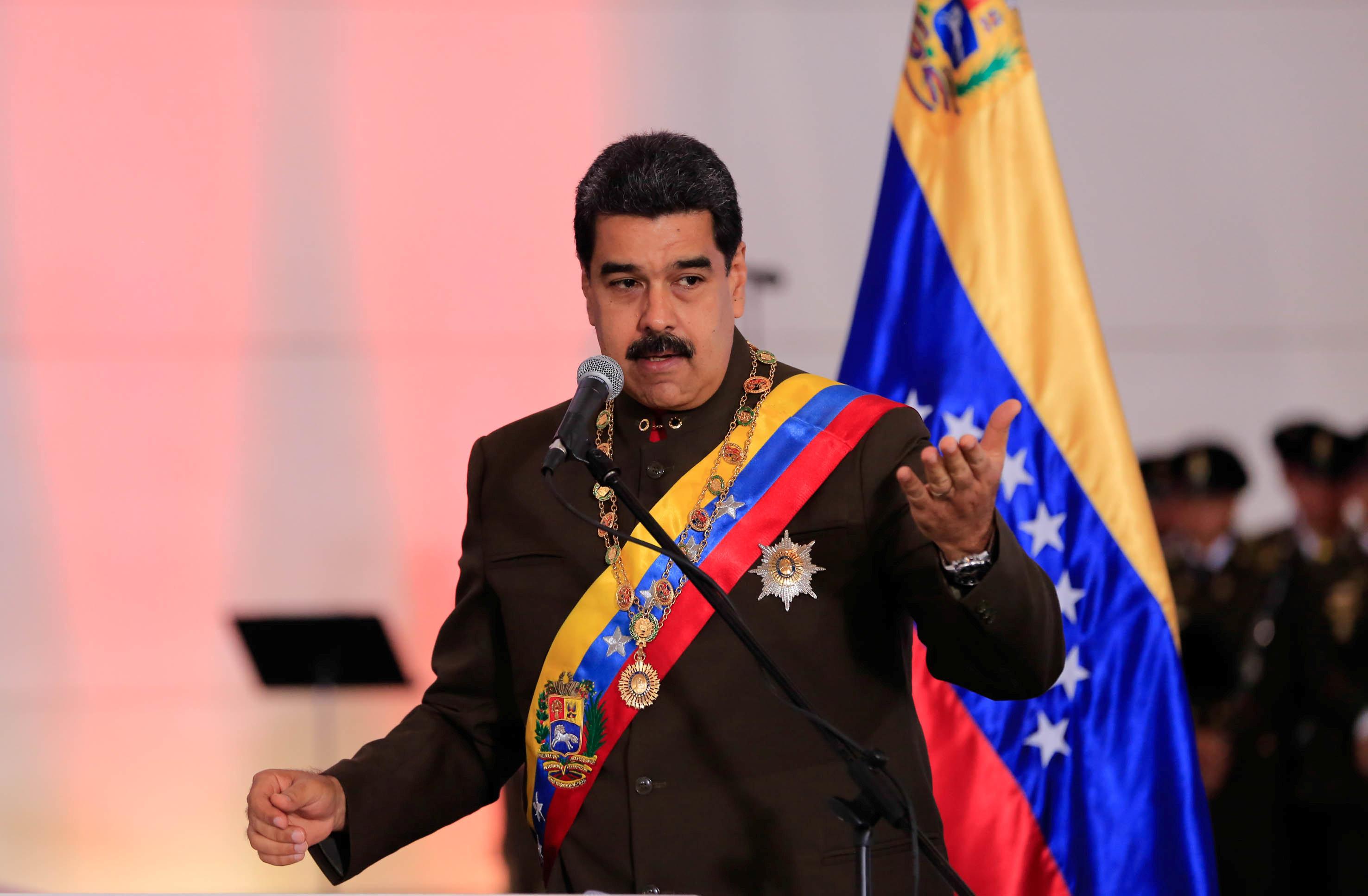 Nicolás Maduro calificó el plebiscito como una consulta interna de los partidos opositores.