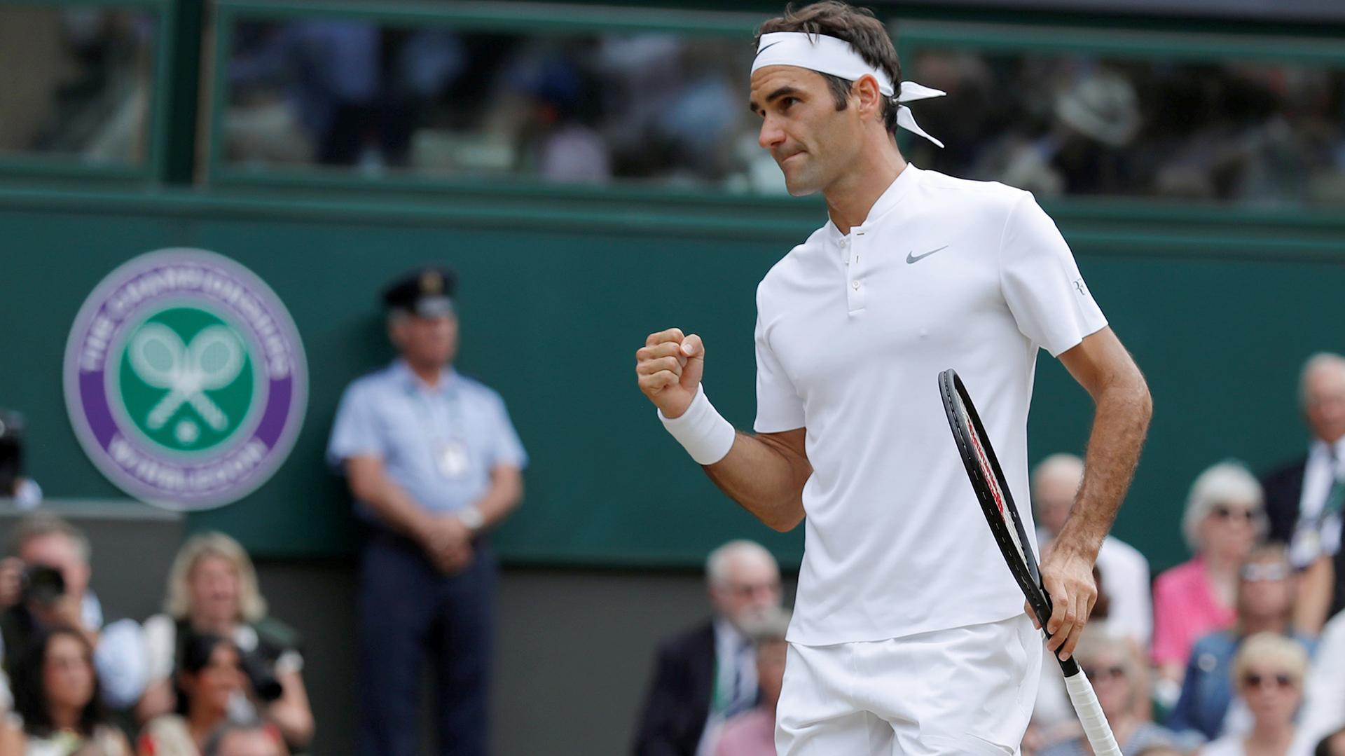 Roger Federer, en Wimbledon, pero como en el jardín de su casa (Reuters)