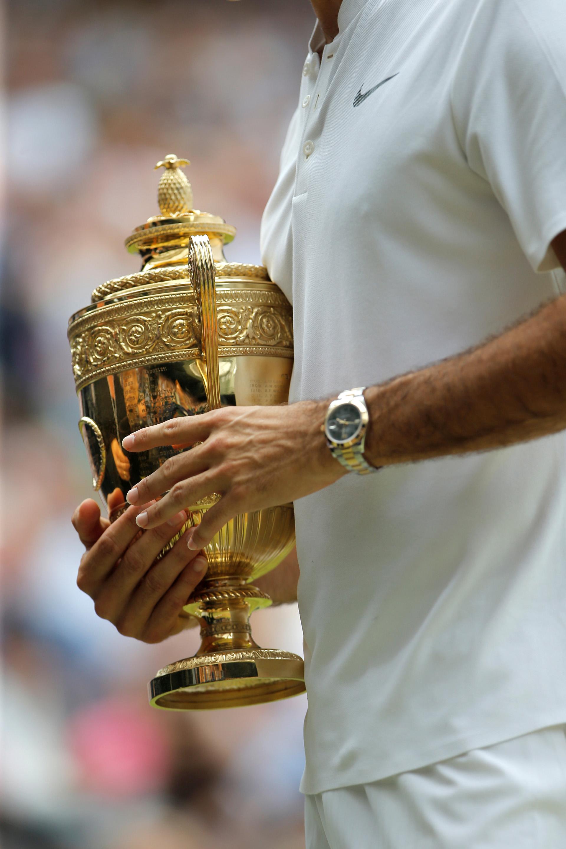 El trofeo del suizo. Lo deberá poner con los otros siete que ganó en Londres