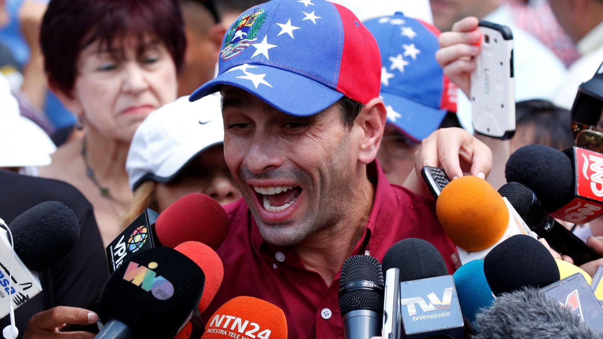 Henrique Capriles declaró a la prensa luego de emitir su voto (Reuters)