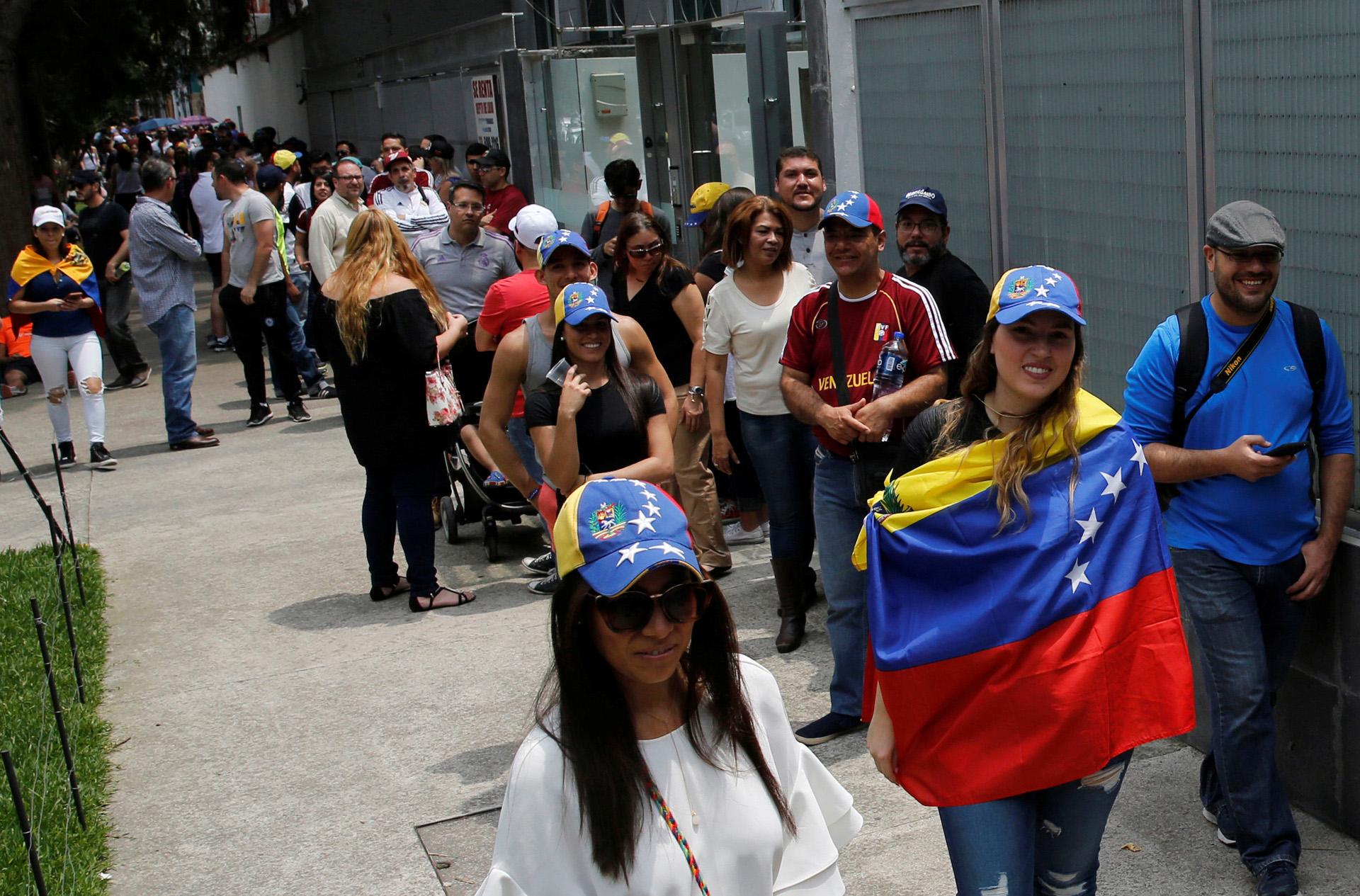 Los residentes venezolanos en Ciudad de México dijeron presente en el plebiscito
