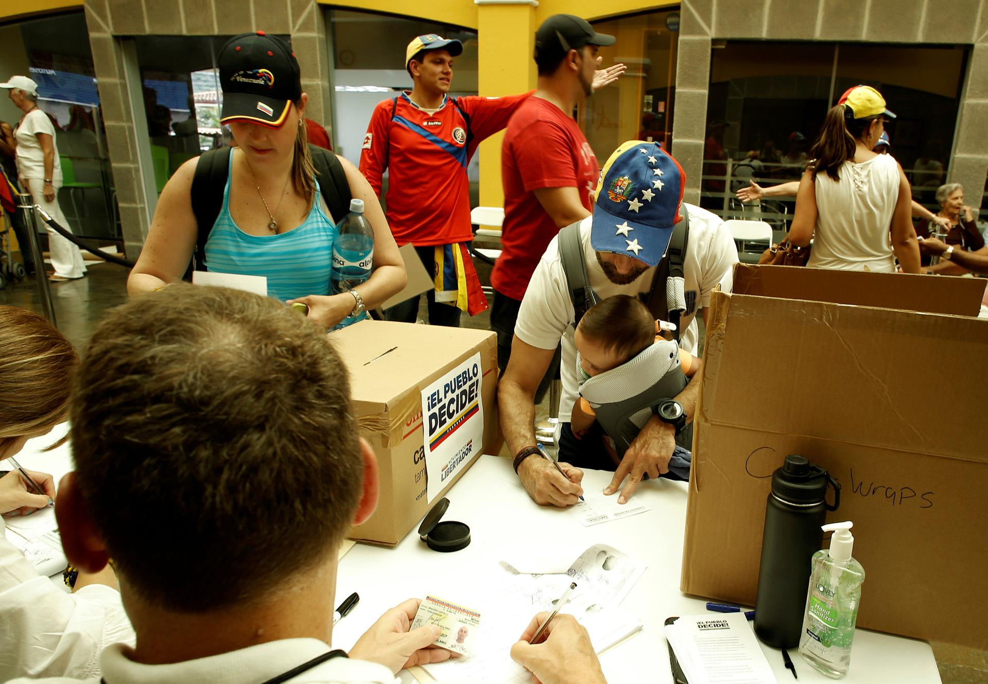 En San José, Costa Rica, se instalaron varias mesas de votación