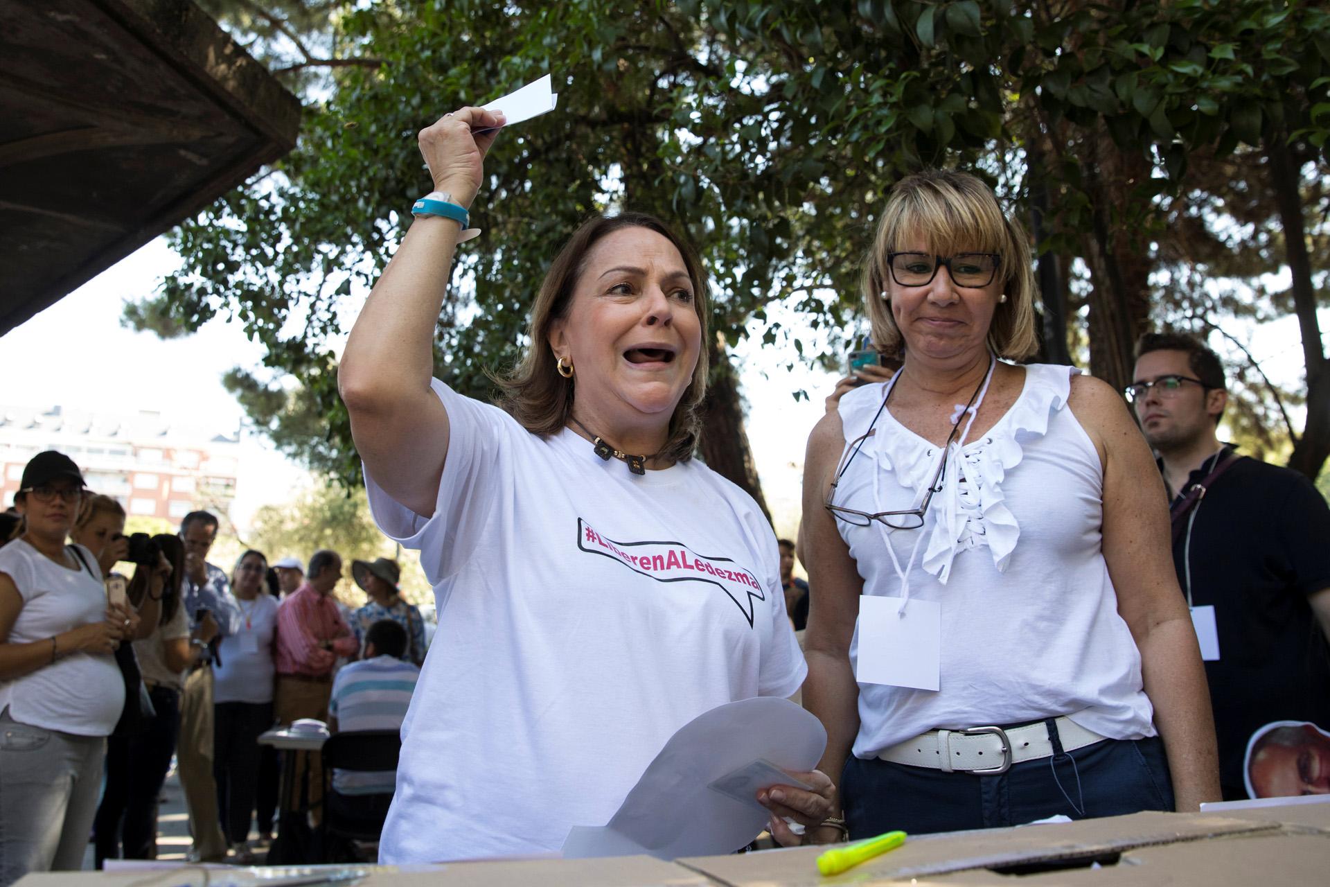 Mitzy Capriles de Ledezma, esposa del preso político Antonio Ledezma, votó en Madrid