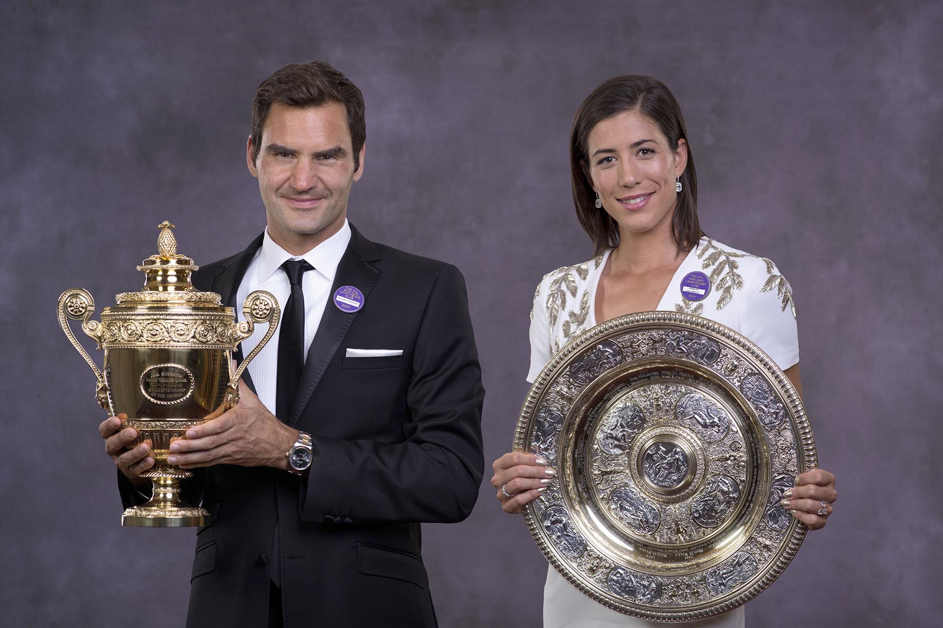 Dos generaciones campeonas: Federer, a los 35 años, y Muguruza, a los 23 (AFP)