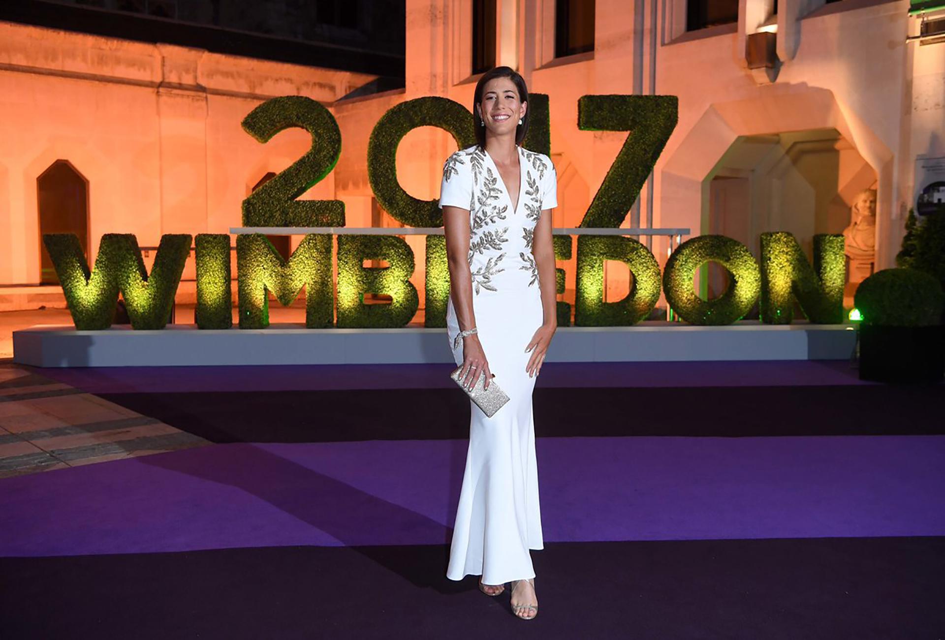 Muguruza se lució con su vestido blanco con detalles en dorado de Alexander McQueen