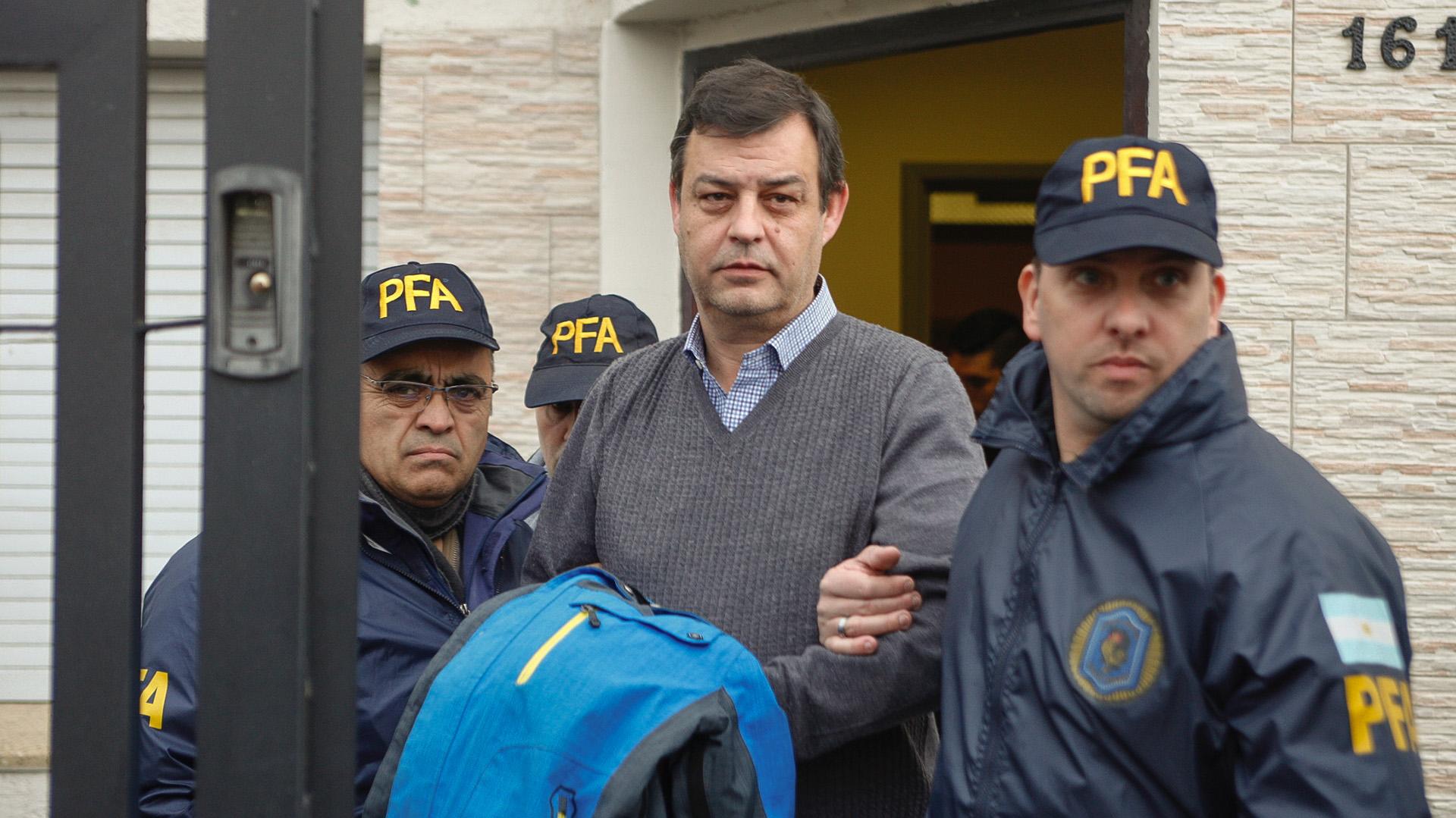 Víctor Manzanares, el contador de los Kirchner, fue detenido hoy en su estudio de Río Gallegos, por orden del juez federal Claudio Bonadio en el marco de la causa de Los Sauces