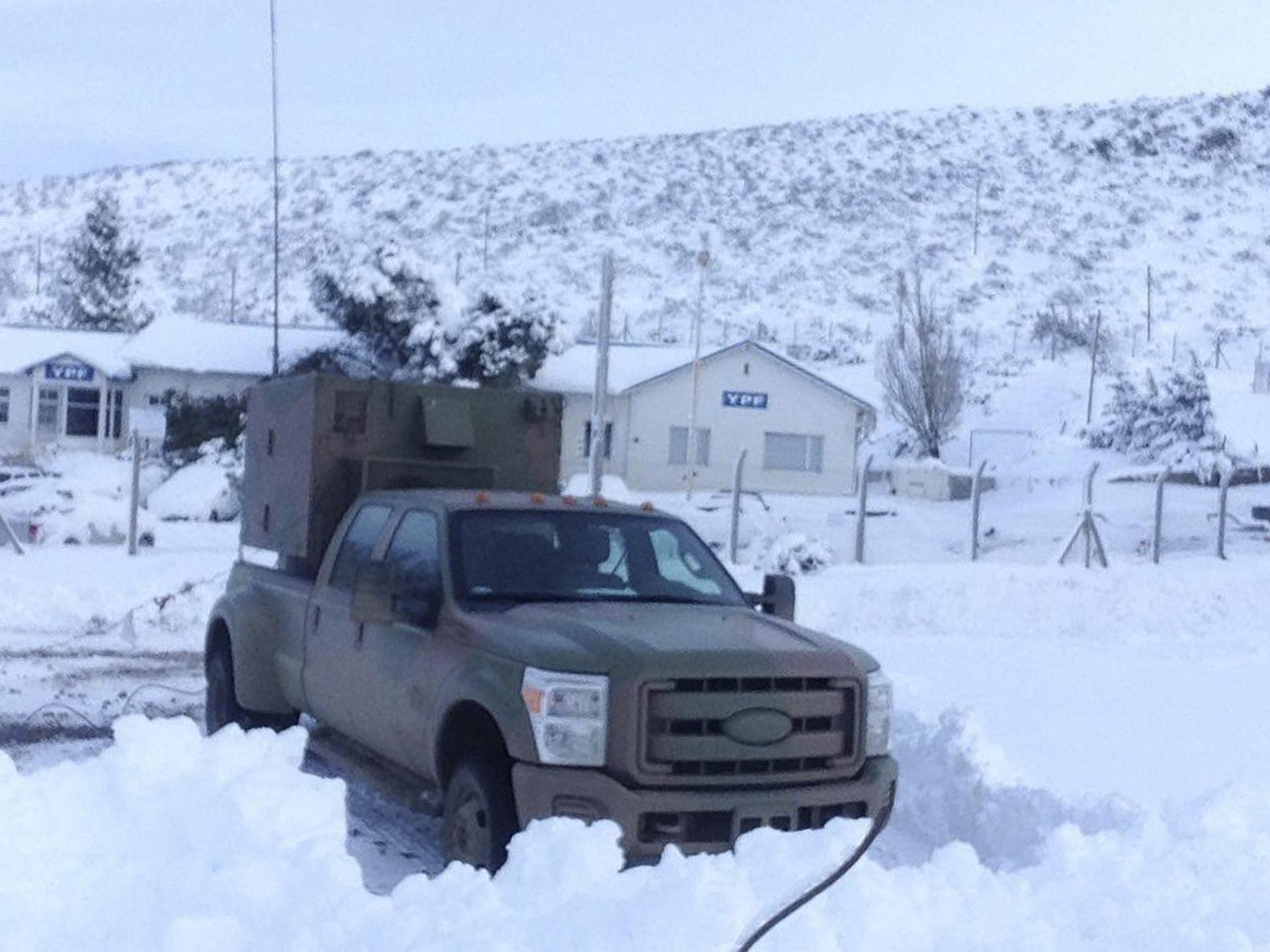 El Ministerio de Defensa, a través de las Fuerzas Armadas brinda apoyo a la comunidad afectada por las intensas nevadas registradas en el sur del país, principalmente en la ciudad rionegrina de San Carlos Bariloche y en Junín de Los Andes, provincia de Neuquén