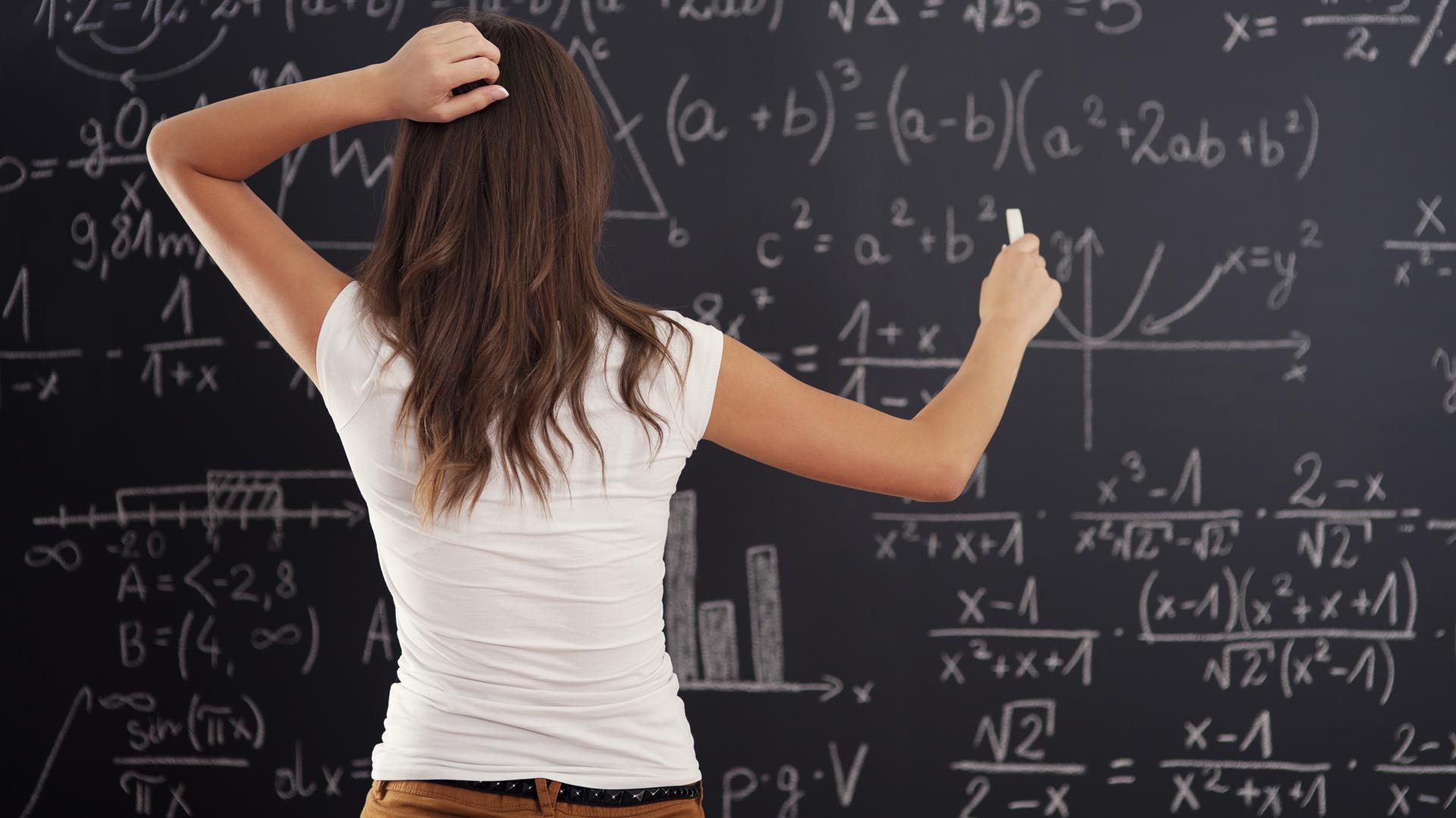 Al alejarse de la matemática, las niñas la practican menos; eso genera mayor distanciamiento, en un círculo vicioso particularmente malo en un mundocon la tecnología en su centro. (iStock)