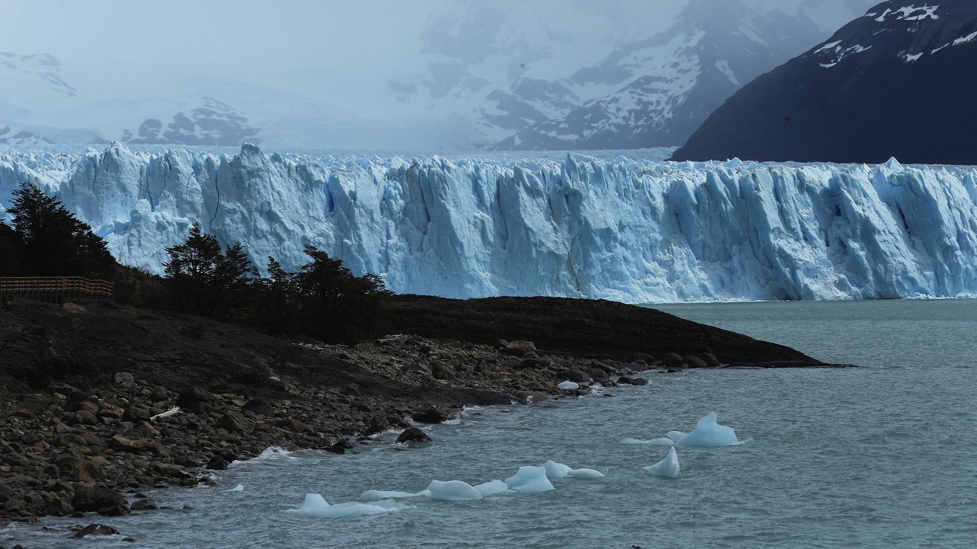 Su profundidad llega hasta los 140 metros. Son famosos sus desprendimientos que convocan a miles de turistas cada vez que ocurren (Fotos: Getty Images)