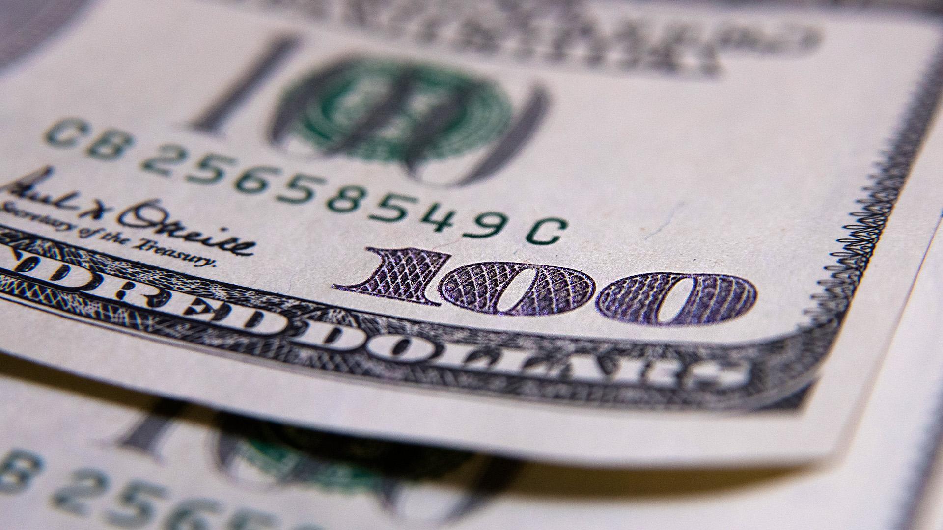 En bancos y casas de cambio, el dólar se vendió a $42,29, tres centavos más que el viernes