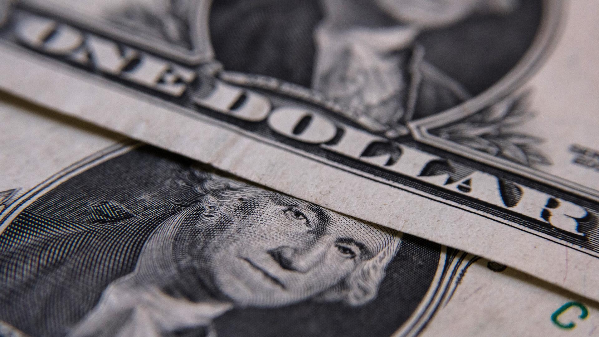 El alza del dólar supera a la inflación en 2018. (Adrián Escandar)