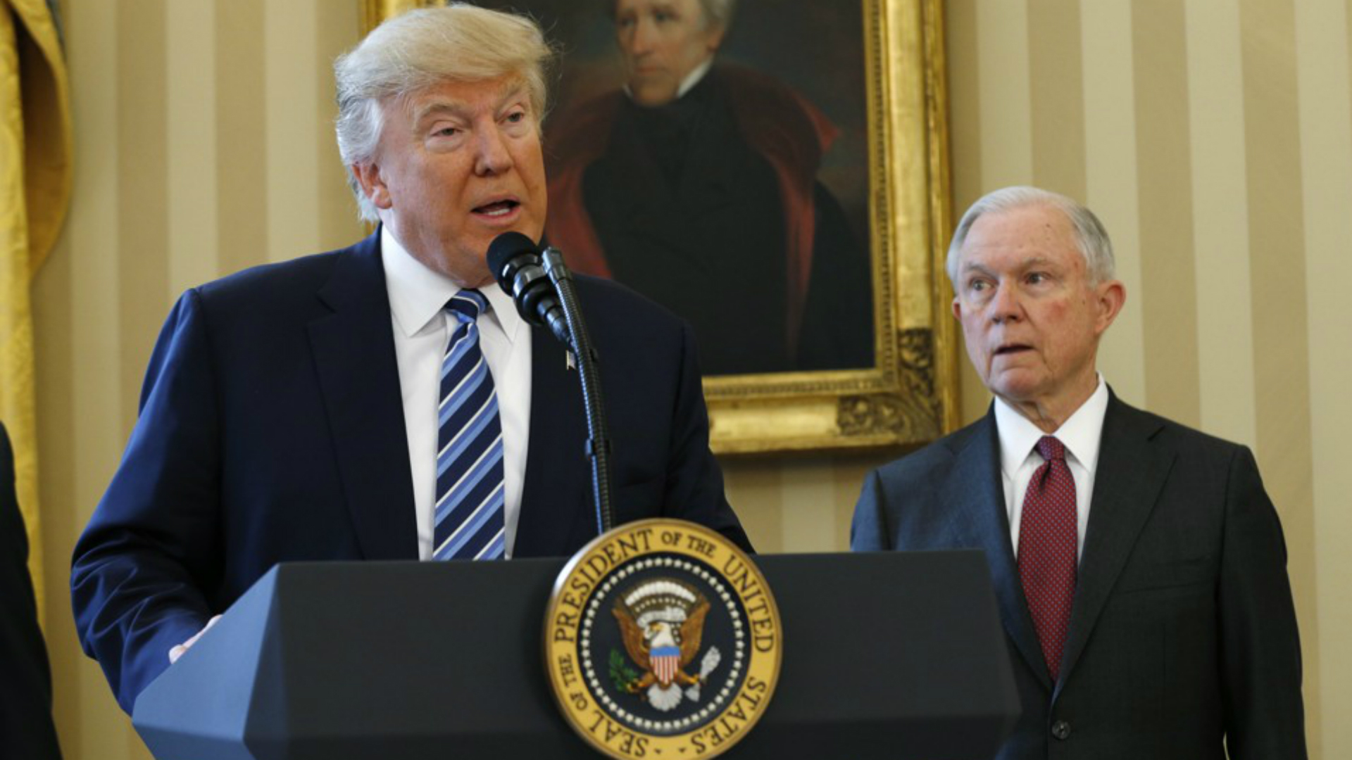 Donald Trump y el Fiscal General de EEUU, Jeff Sessions.