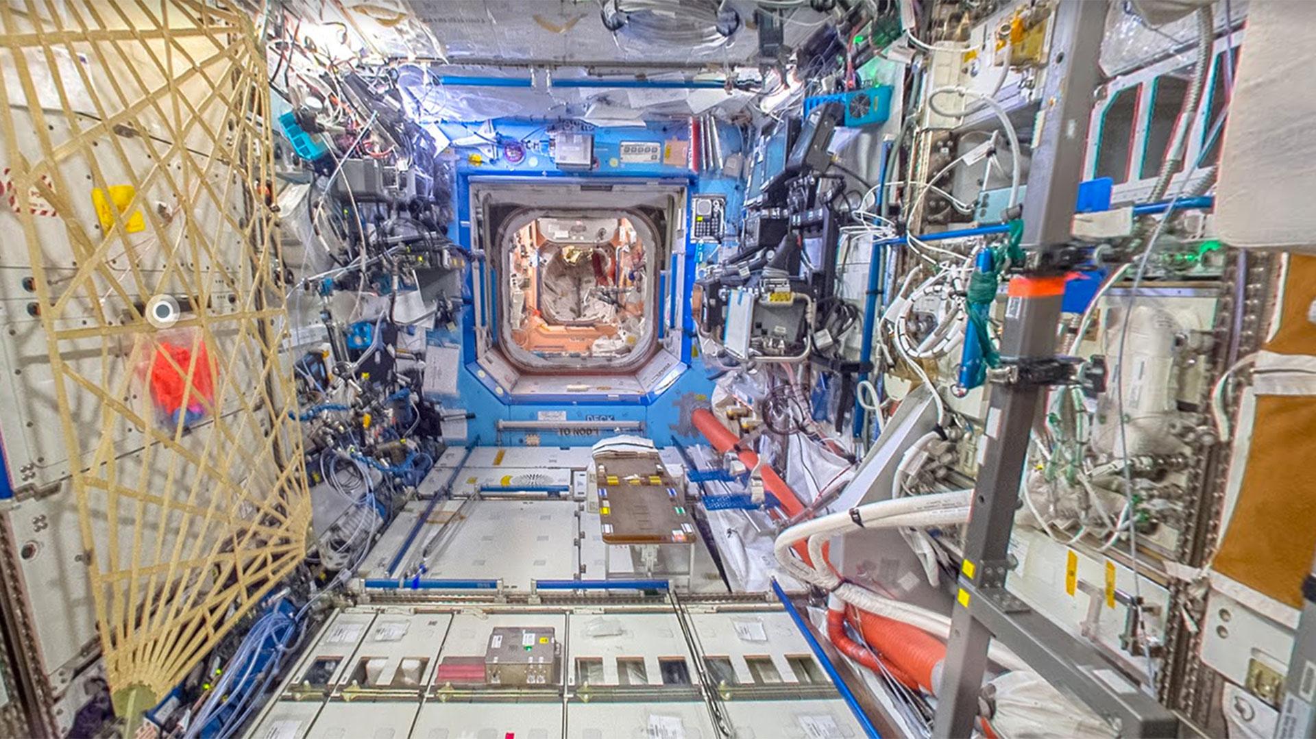 Imágen de la ISS por dentro