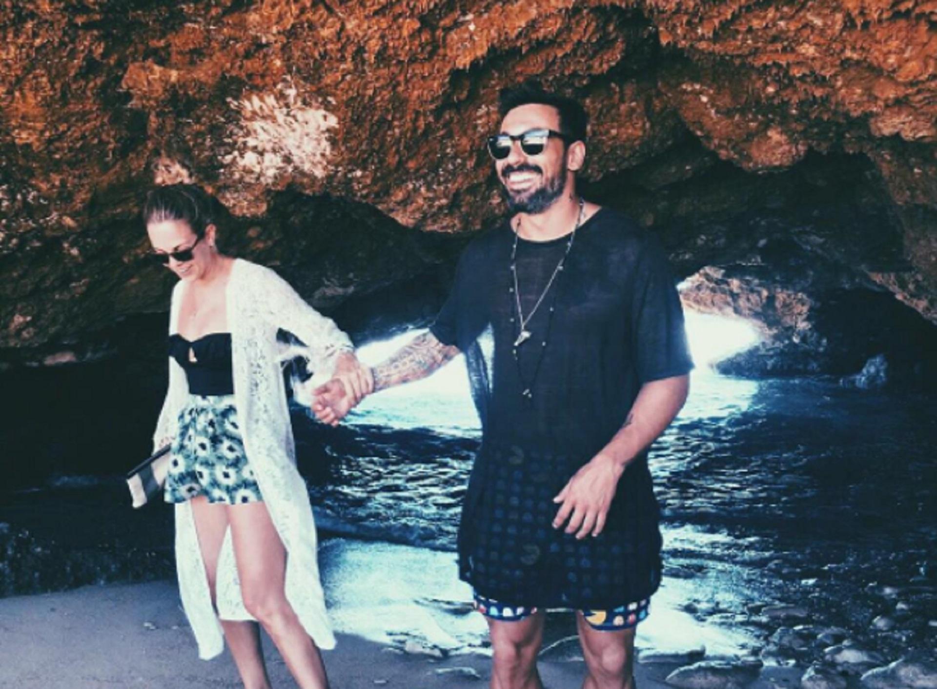 Viajan y se muestran enamorados en las redes sociales