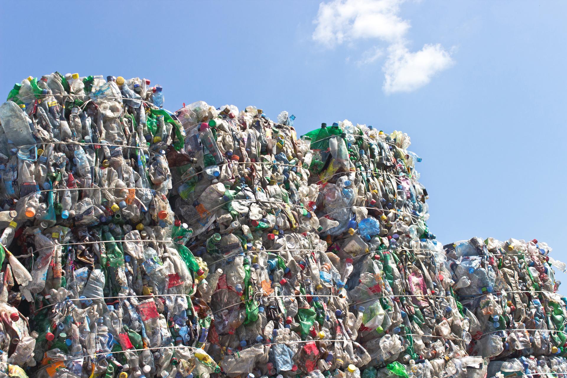 Por cada tonelada de mezcla asfáltica se utilizarán 1.000 botellas (iStock)