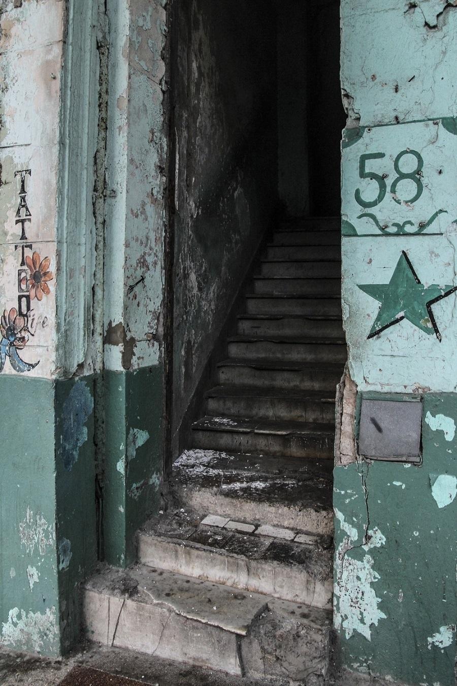 Ni bebiéndose todo el ron de Cuba uno reuniría valor para hacerse un tatuaje en este lugar. Foto: Gabriel Uchida