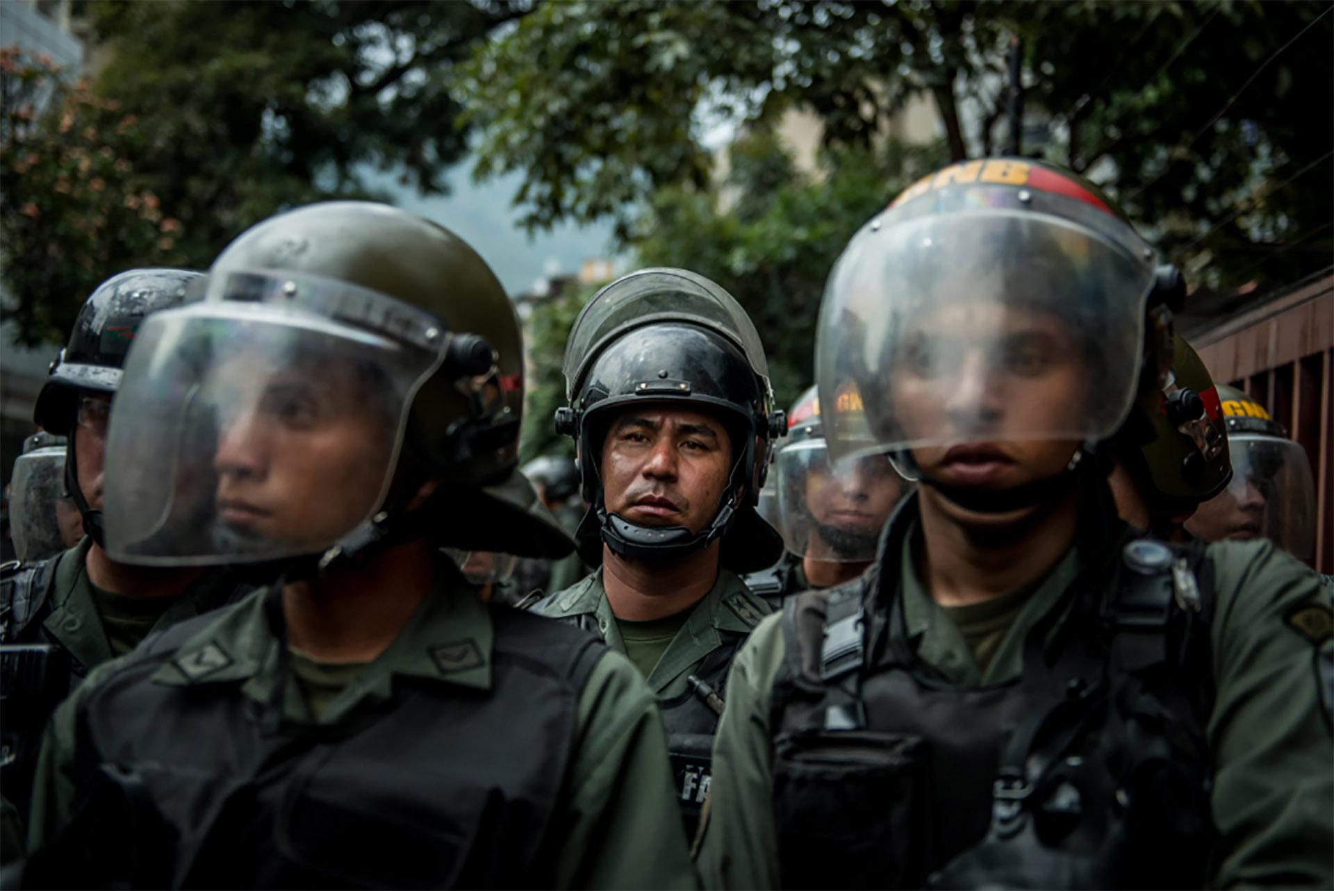 Agentes de la Guardia Nacional Bolivariana (policía militarizada) (Meridith Kohut for The New York Times)