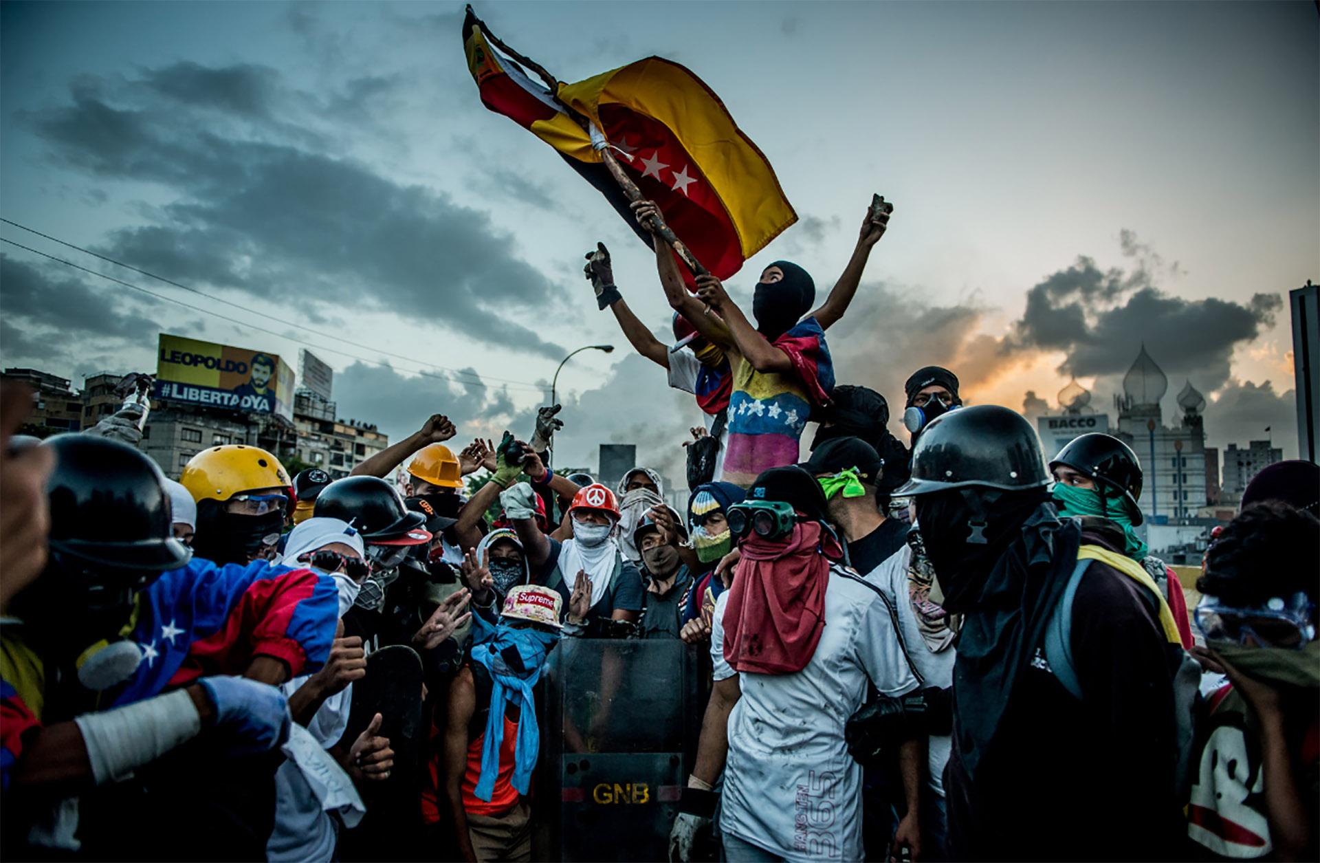 Manifestantes opositores en Venezuela (Meridith Kohut for The New York Times)