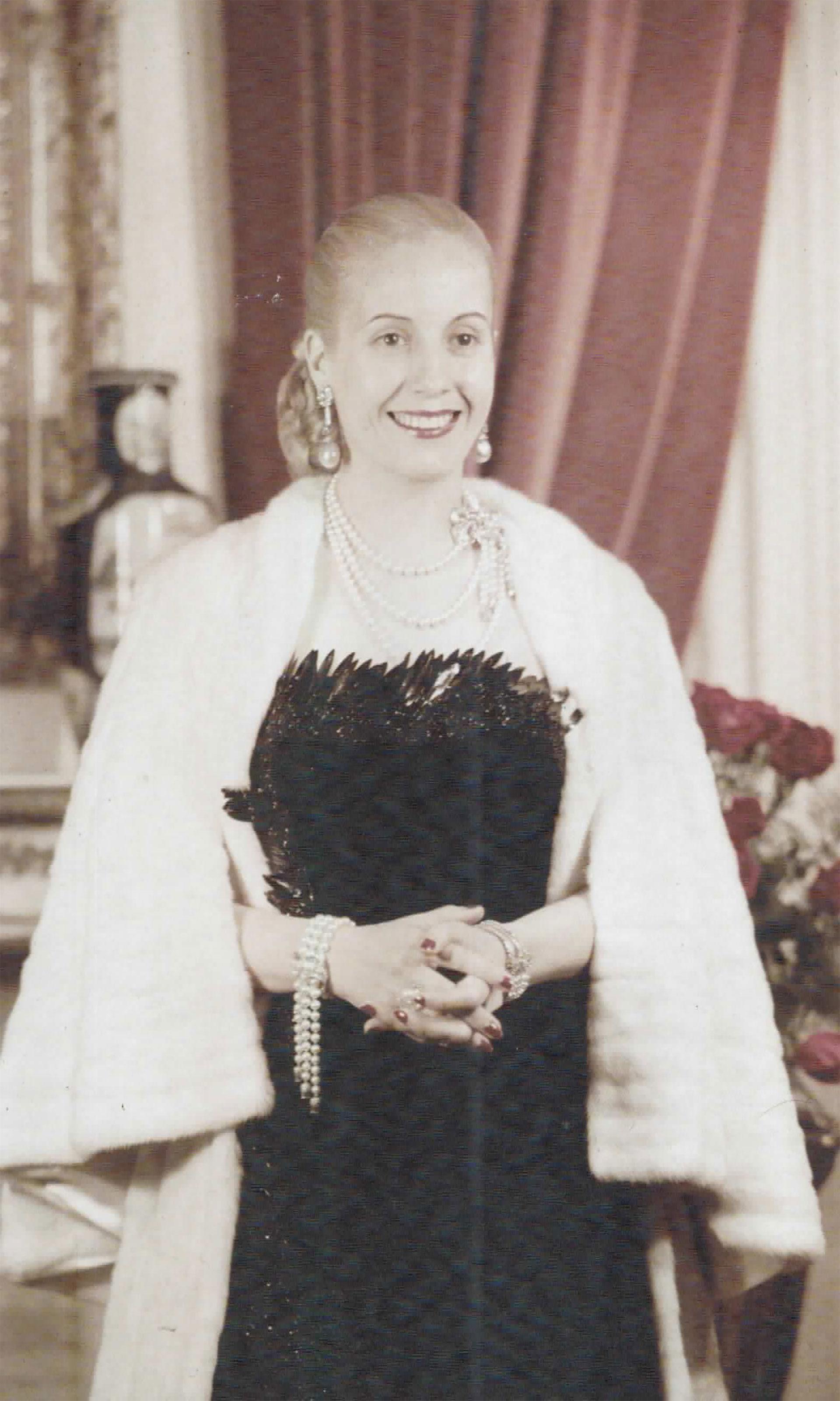 Otro de los tantos retratos que inmortalizan la belleza y la elegancia de Eva Perón