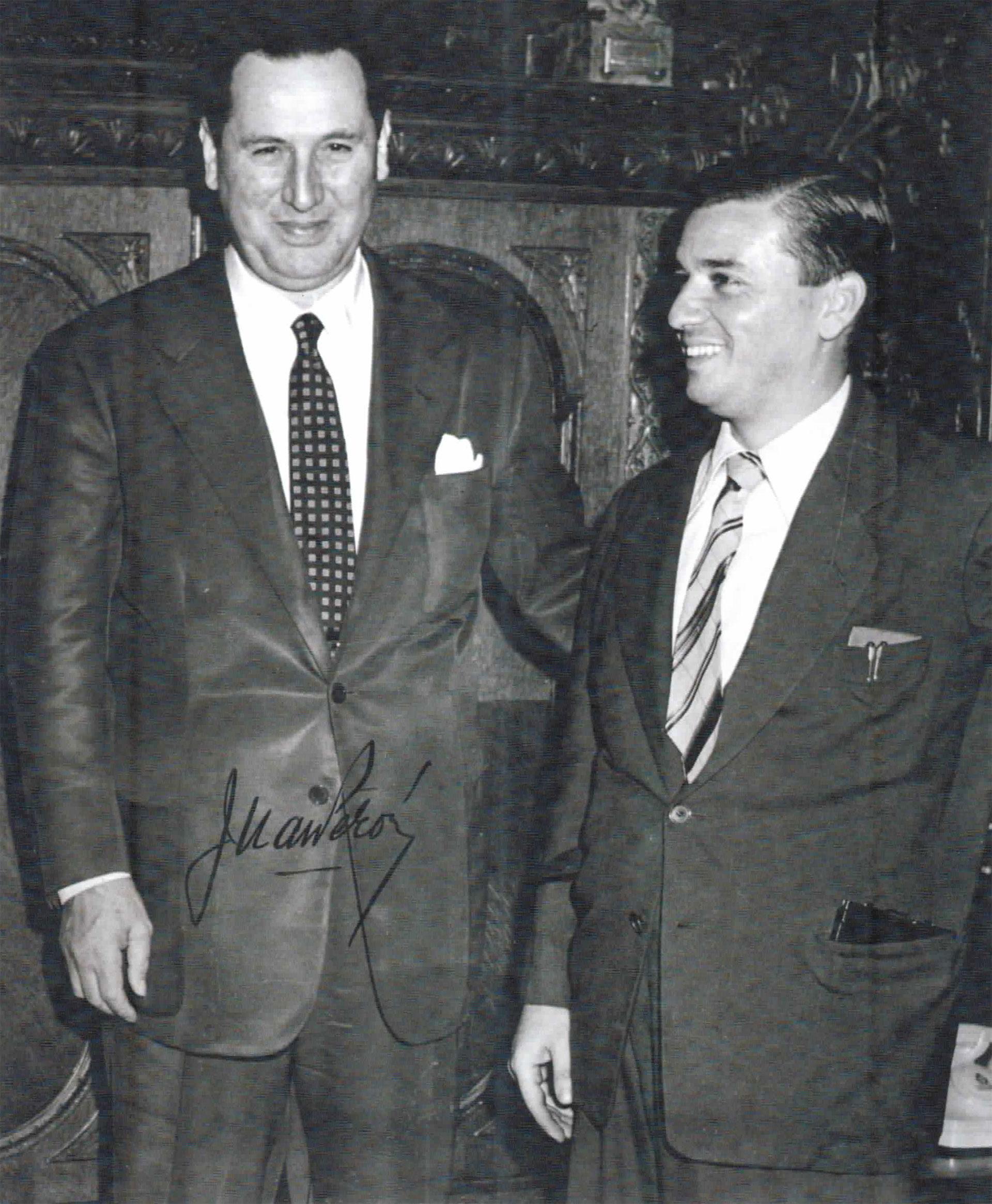 Fusco junto a Perón. La clásica foto autografiada por el general