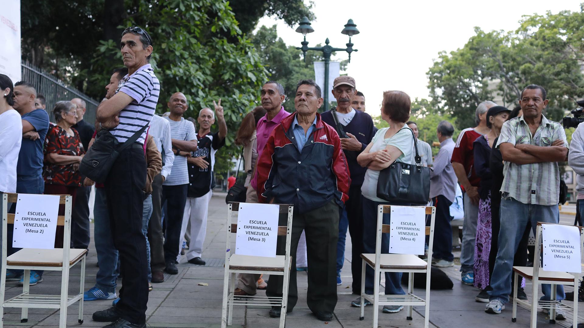 Una fila para votar en Caracas(Reuters)
