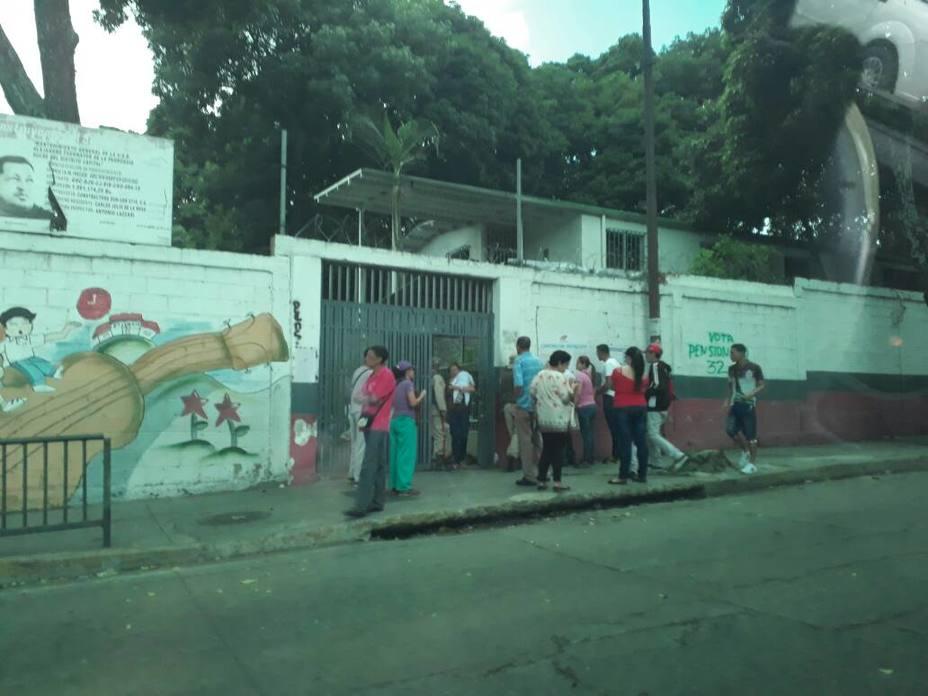 Un centro de votación en Propatria, en el municipio de Sucre (El Universal)