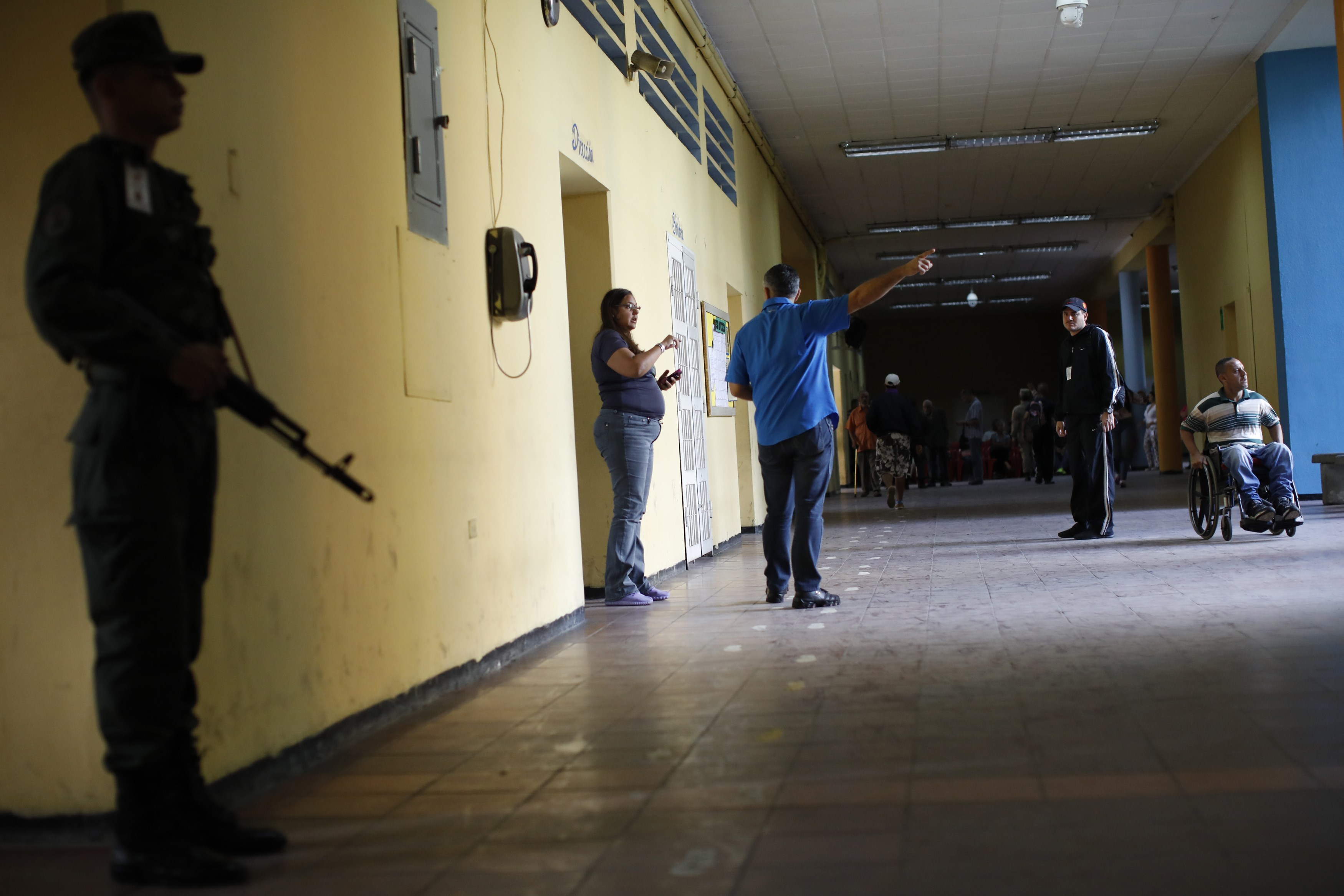 Los centros de votación se mostraron desiertos durante toda la jornada (Reuters)