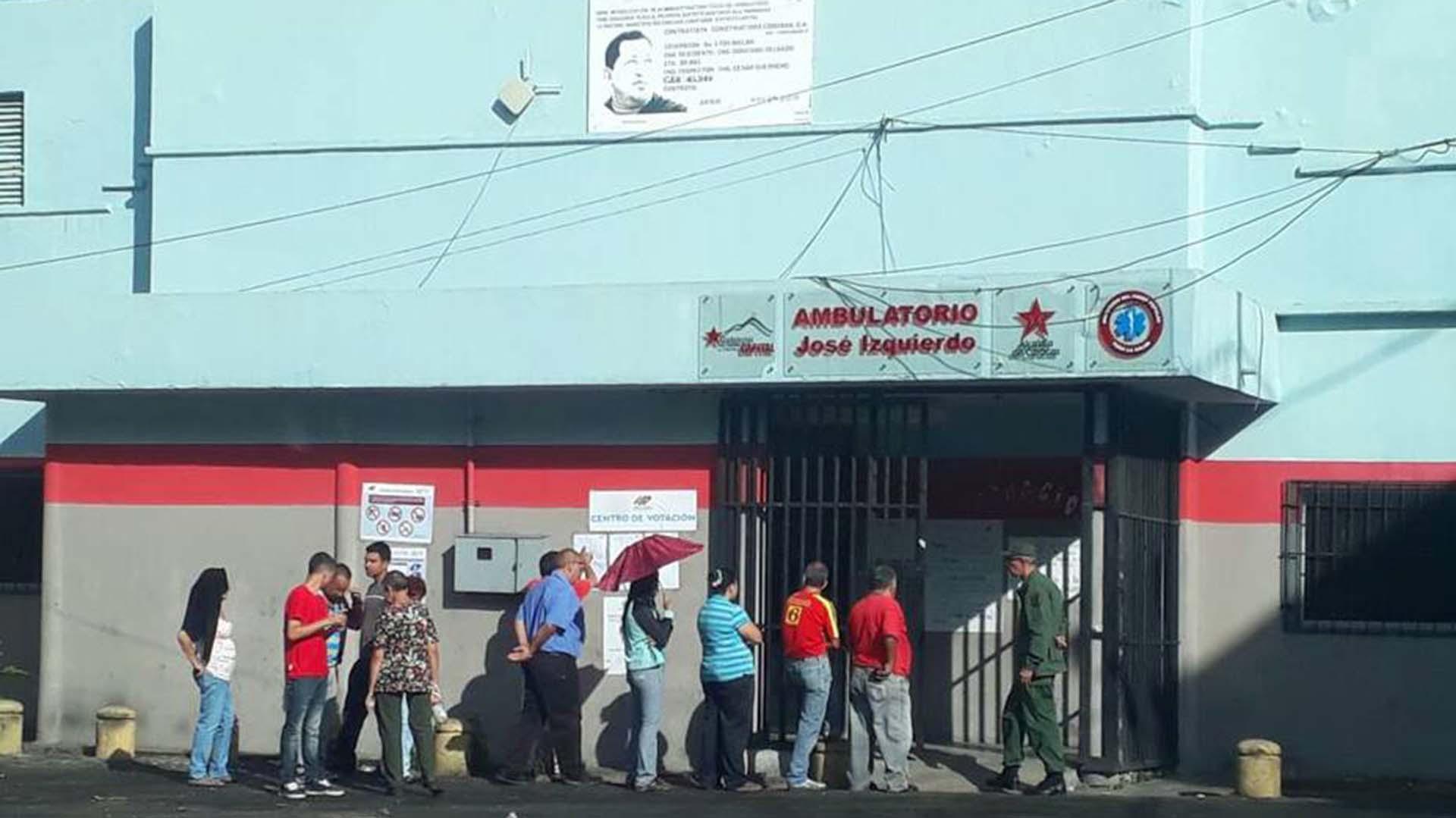 Un retrato de Chávez no lograr atraer a más gente a votar en La Pastora el domingo (El Nacional)