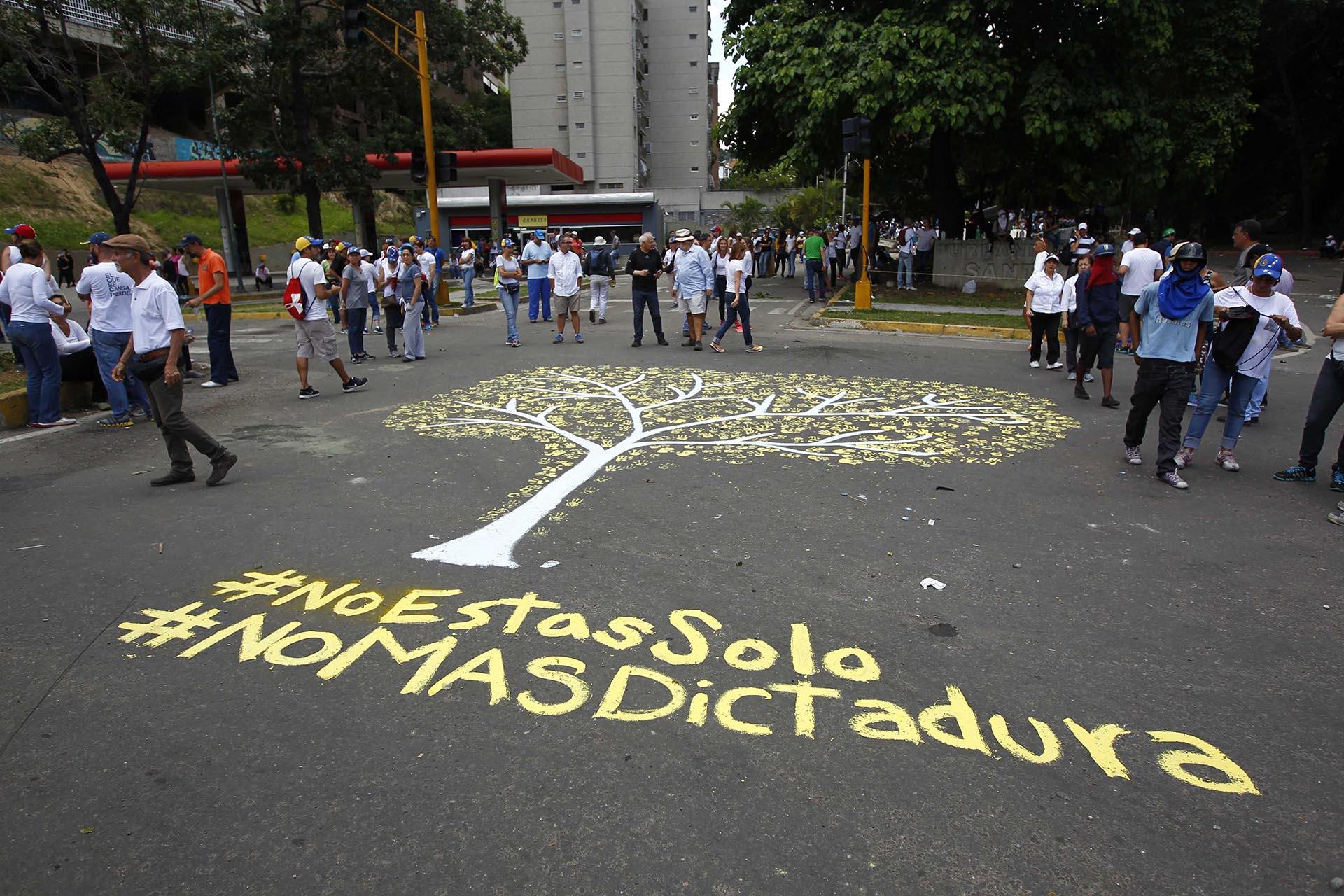 """""""No más dictadura"""" (Reuters)"""