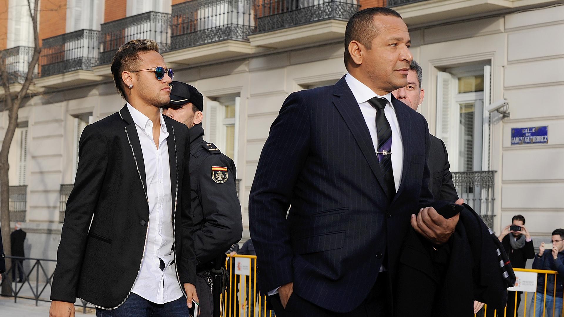 El padre de Neymar no pudo cobrar la prima de renovación pactada con el Barcelona (Getty)