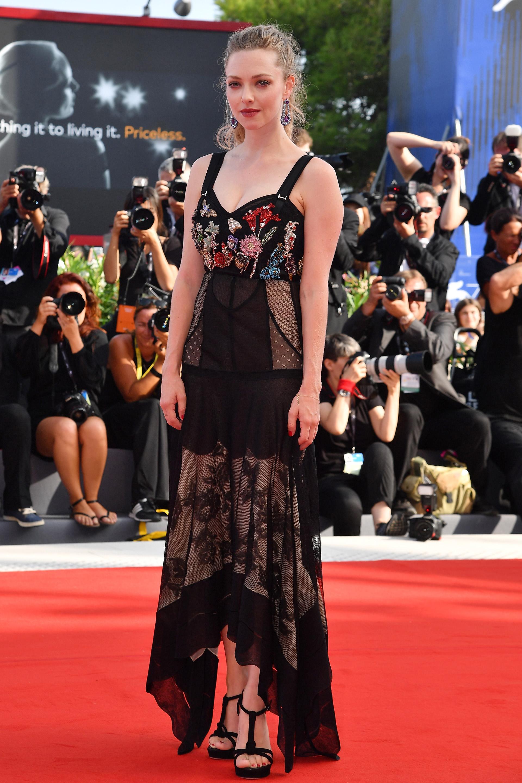 Amanda Seyfried en la premiere de 'First Reformed'enfundada en una modelo de autor de Alexander McQueen (Pascal Le Segretain/Getty Images)