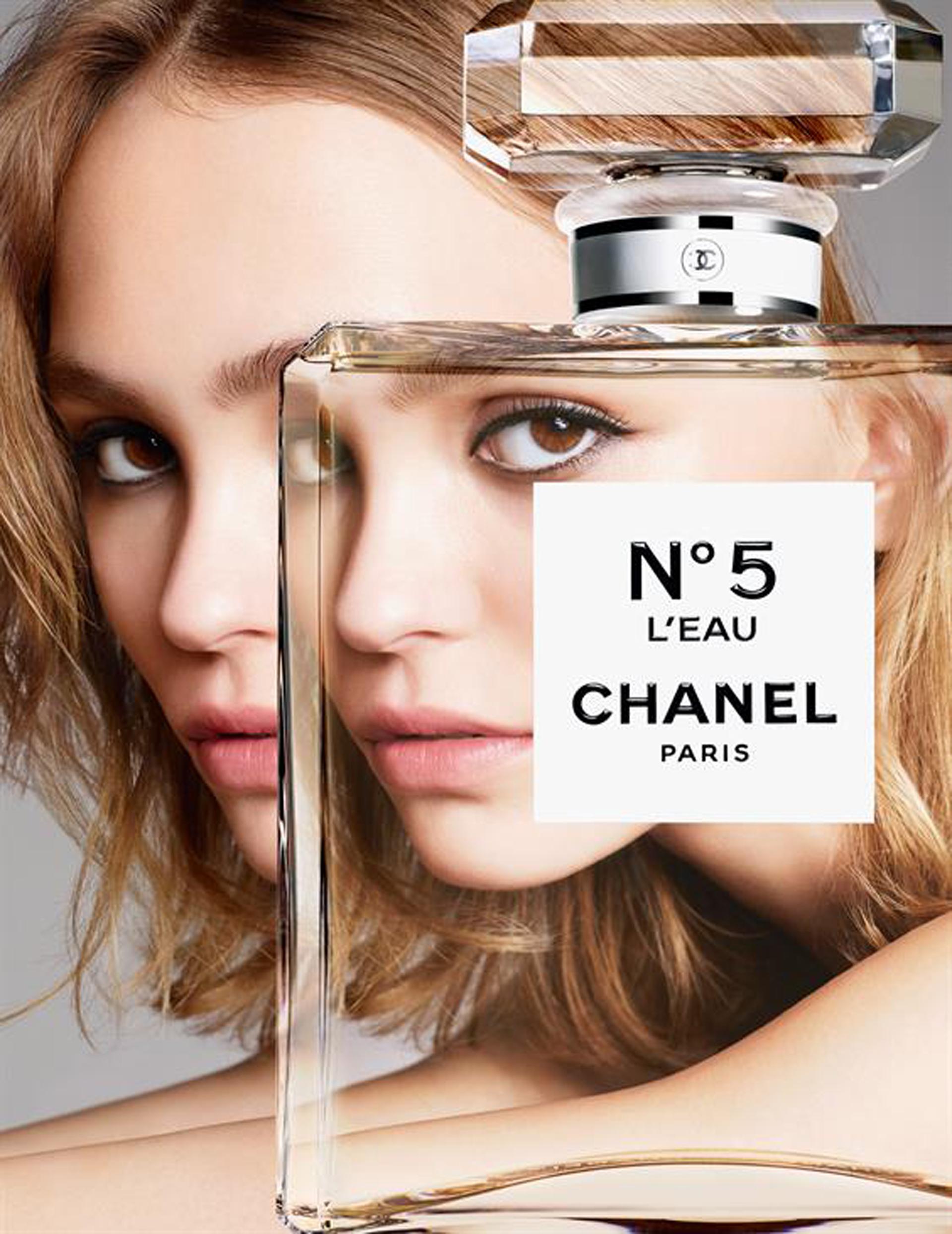 Lily-Rose Depp en una sesión fotográfica para Chanel