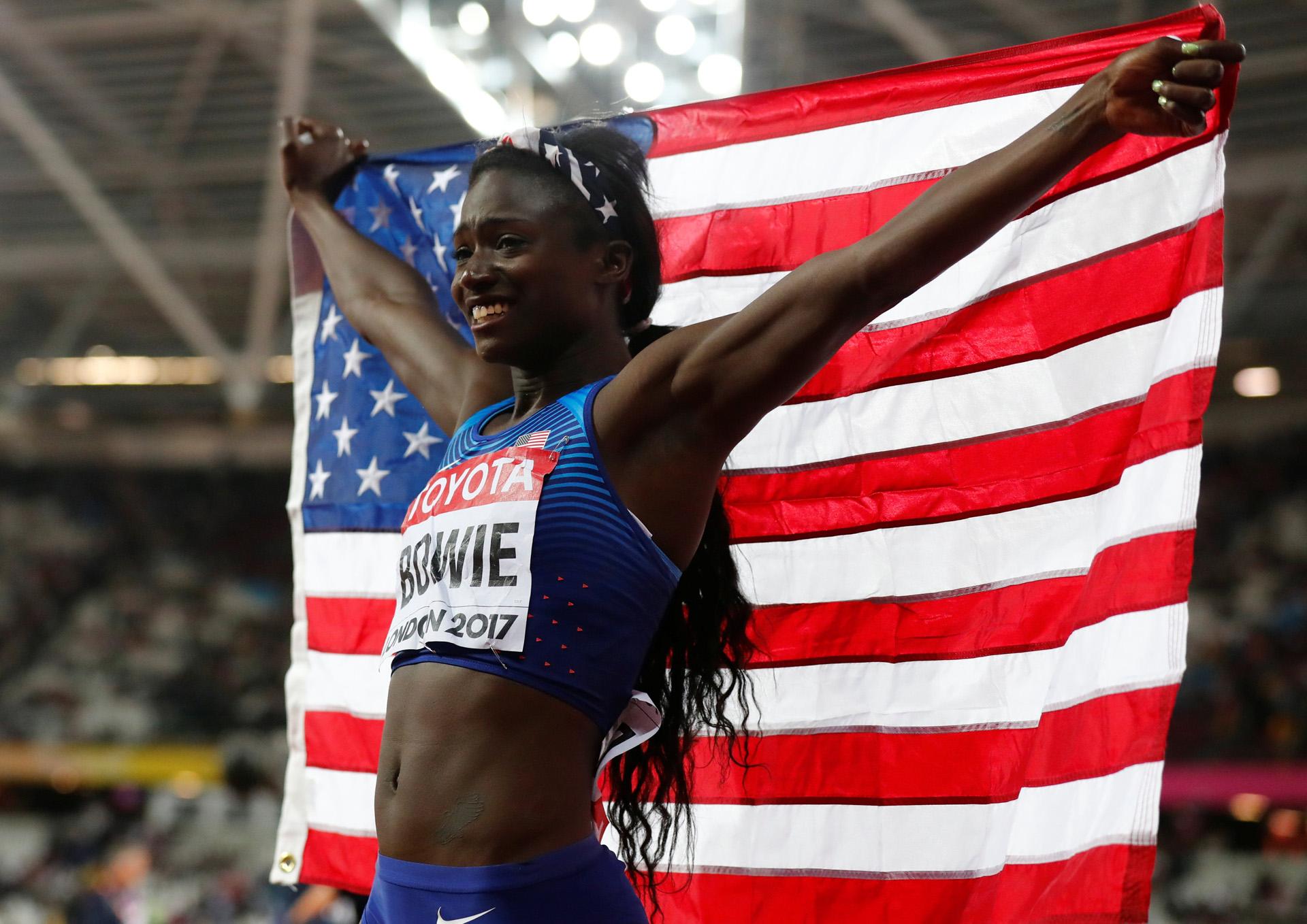 La estadounidense Tori Bowie celebra haber ganado los 100 metros