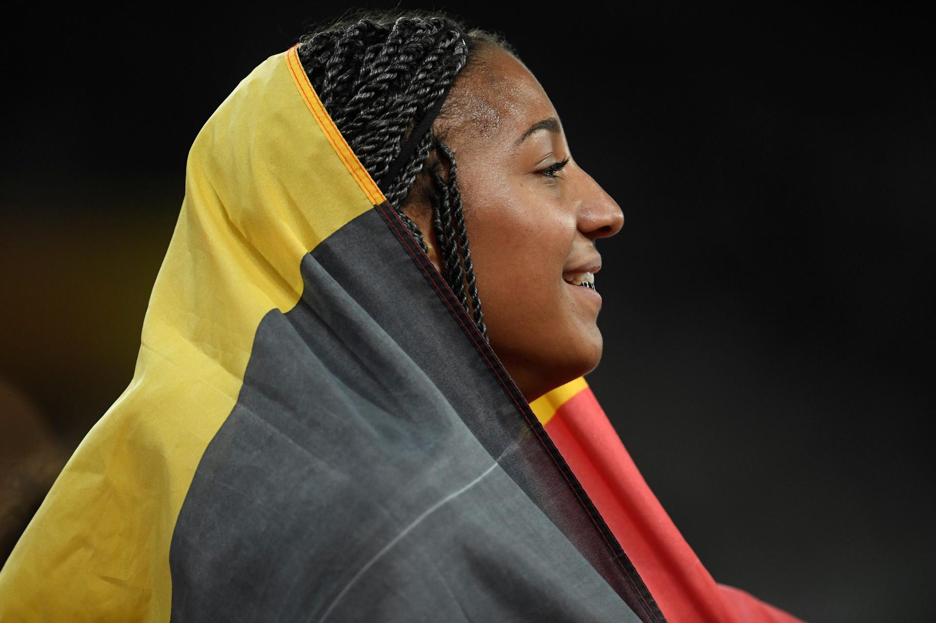 Nafissatou Thiam, de Bélgica, luego de ganar el heptatlón de 800 metros