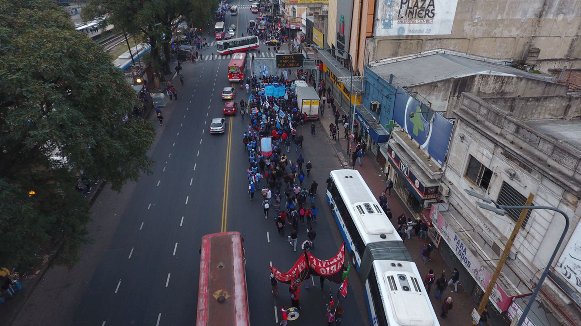 """En el contexto de la fiesta religiosa de San Cayetano, organizaciones sociales, políticas y sindicales, realizan una marcha desde las inmediaciones del santuario hasta la Plaza de Mayo para reclamar al gobierno """"la sanción inmediata de la Ley de Emergencia Alimentaria"""""""
