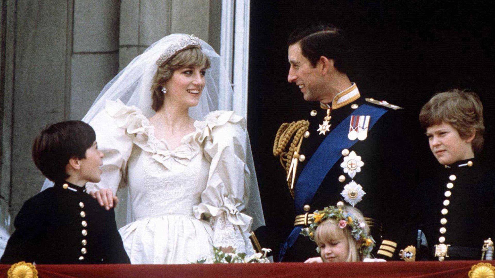 La tiara estaba compuesta de oro y brillantes en forma floral, adornada de diamantes, y sería, junto con su vestido, uno de los accesorios favoritos (Reuters/Stringer – BRITAIN)