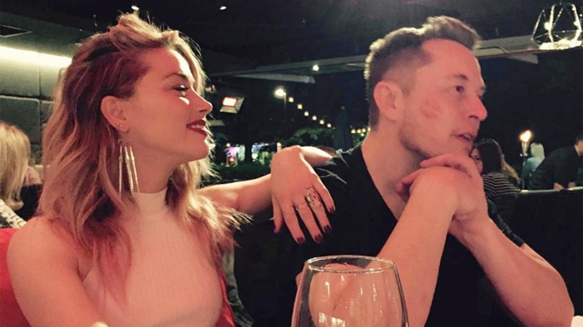 Amber Heard junto a Elon Musk. El romance duró un suspiro. Musk fue quien terminó la relación